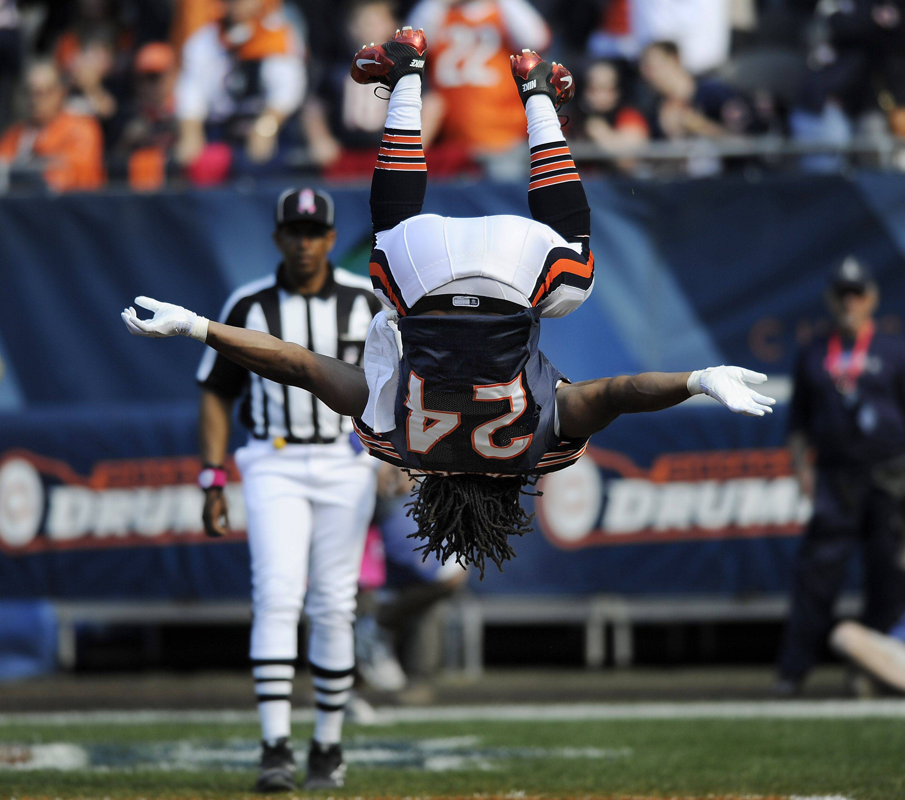 Bears Marion Barber celebrates his 4th quarter touchdown.