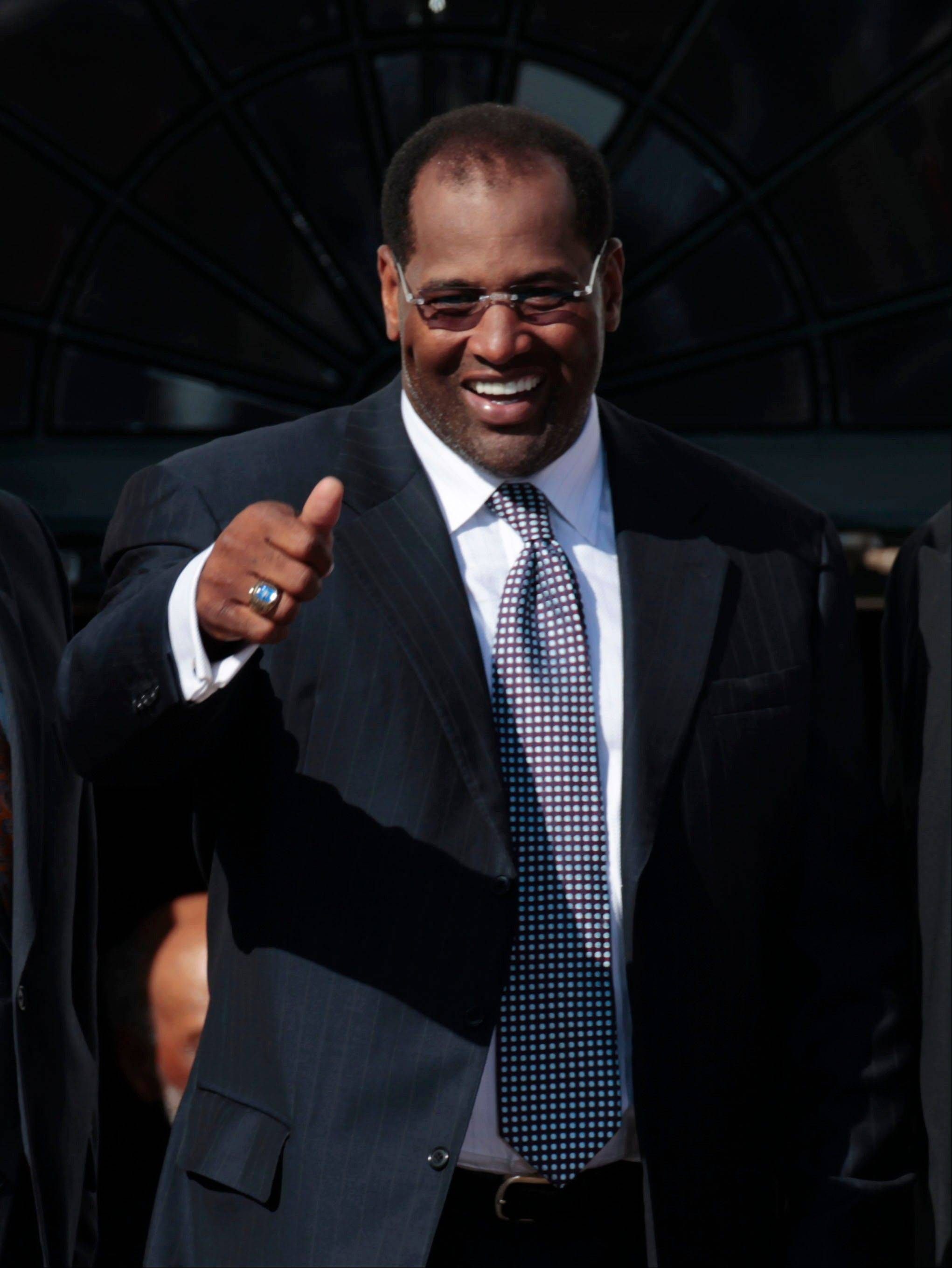 ASSOCIATED PRESSFormer Bears player Richard Dent, gives a 'thumbs-up' during a ceremony honoring the 1985 Super Bowl XX Champions Chicago Bears football team, hosted by President Barack Obama, on the South Lawn of the White House.