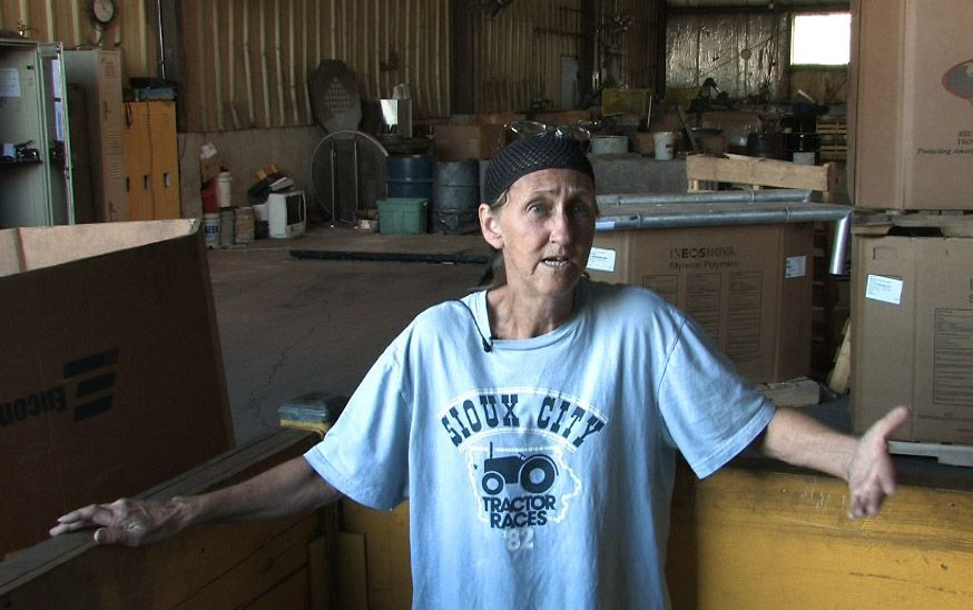 "Alyce Dunn has been a metal scrapper for 25 years. She carries a business card identifying herself as a ""garbologist."""