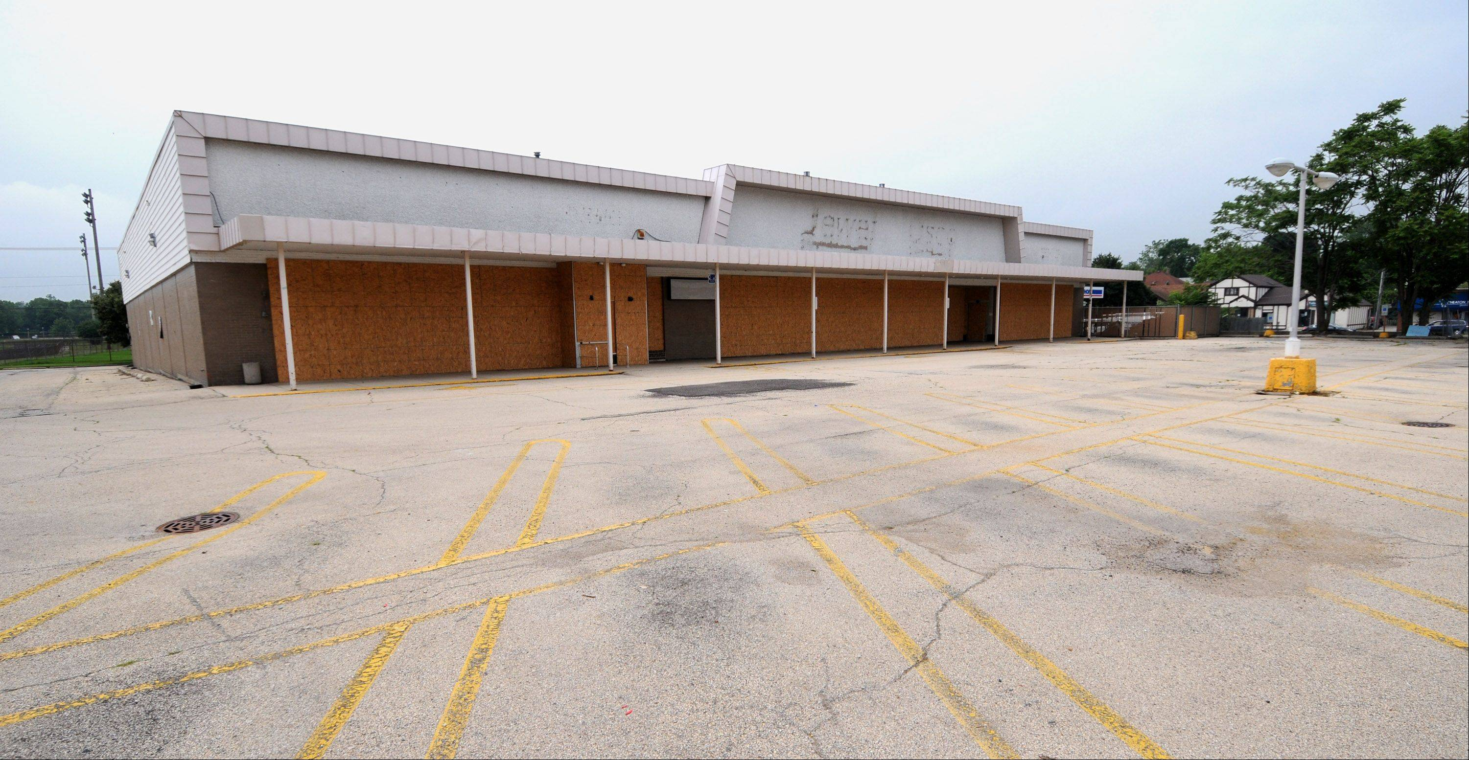 The Wheaton Park District has received a $2.4 million state grant that could go toward buying the old Jewel site, 114 E. Willow Ave. But officials want to first figure out how much renovations would cost the district if it pursued the 1.45-acre property.