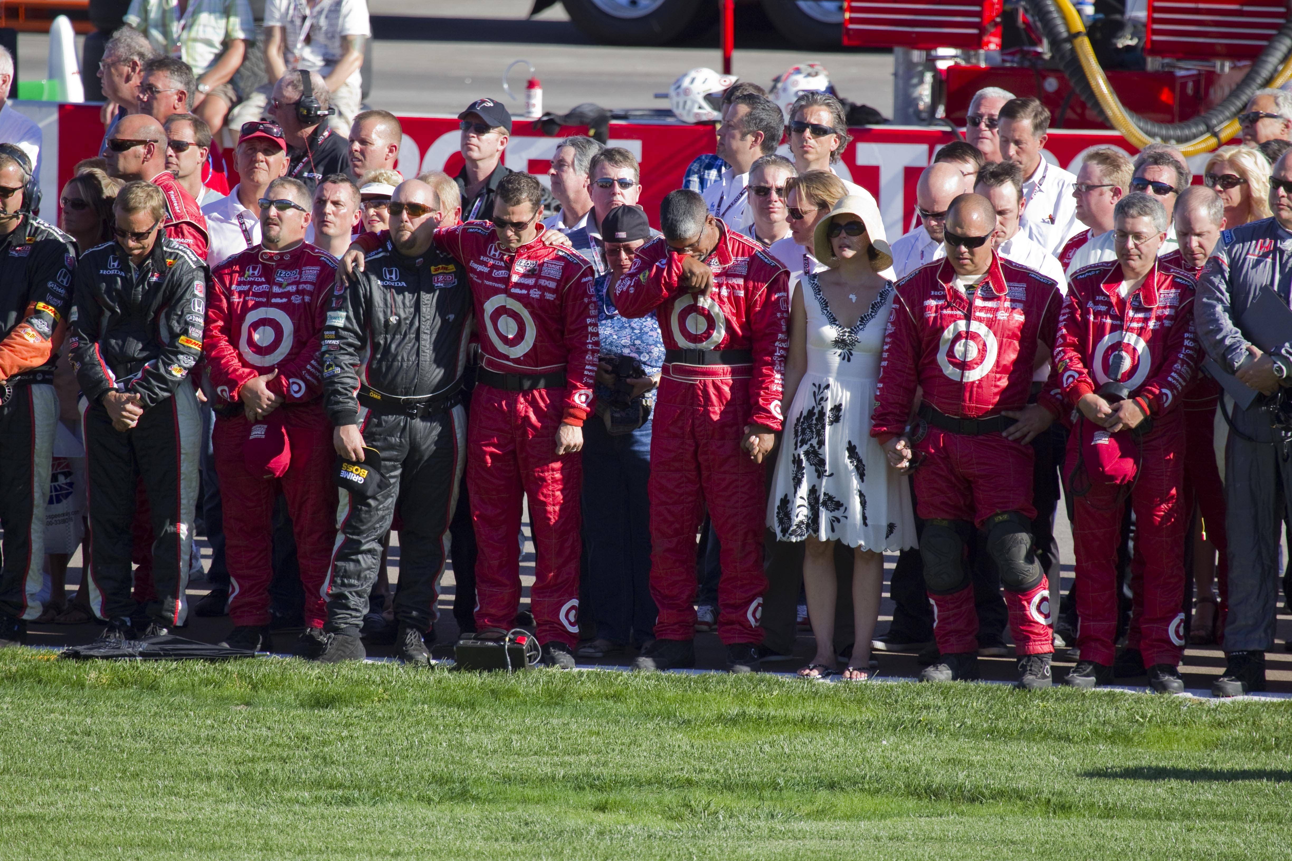 Indy 500 winner Wheldon dies after massive wreck