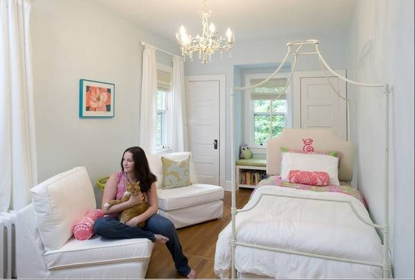 Design tricks to make small rooms feel bigger on ways to make a vaulted ceiling bedroom appear bigger, ideas to make room bigger, make small bathroom look bigger, make the most out of a small bedroom,