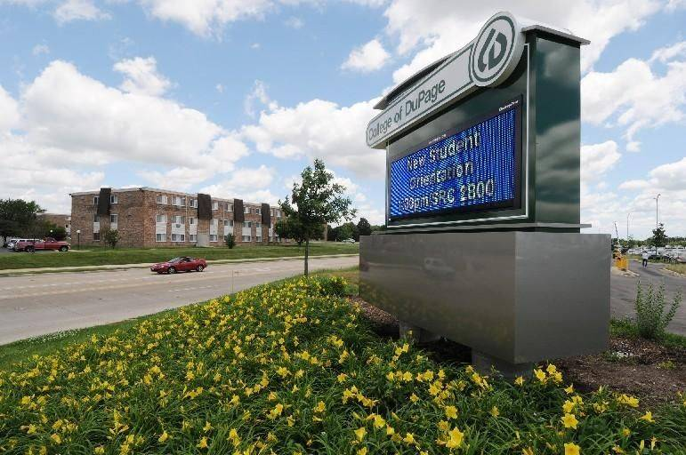 Illinois has $2.7 million in overdue bills owed to the College of DuPage in Glen Ellyn.