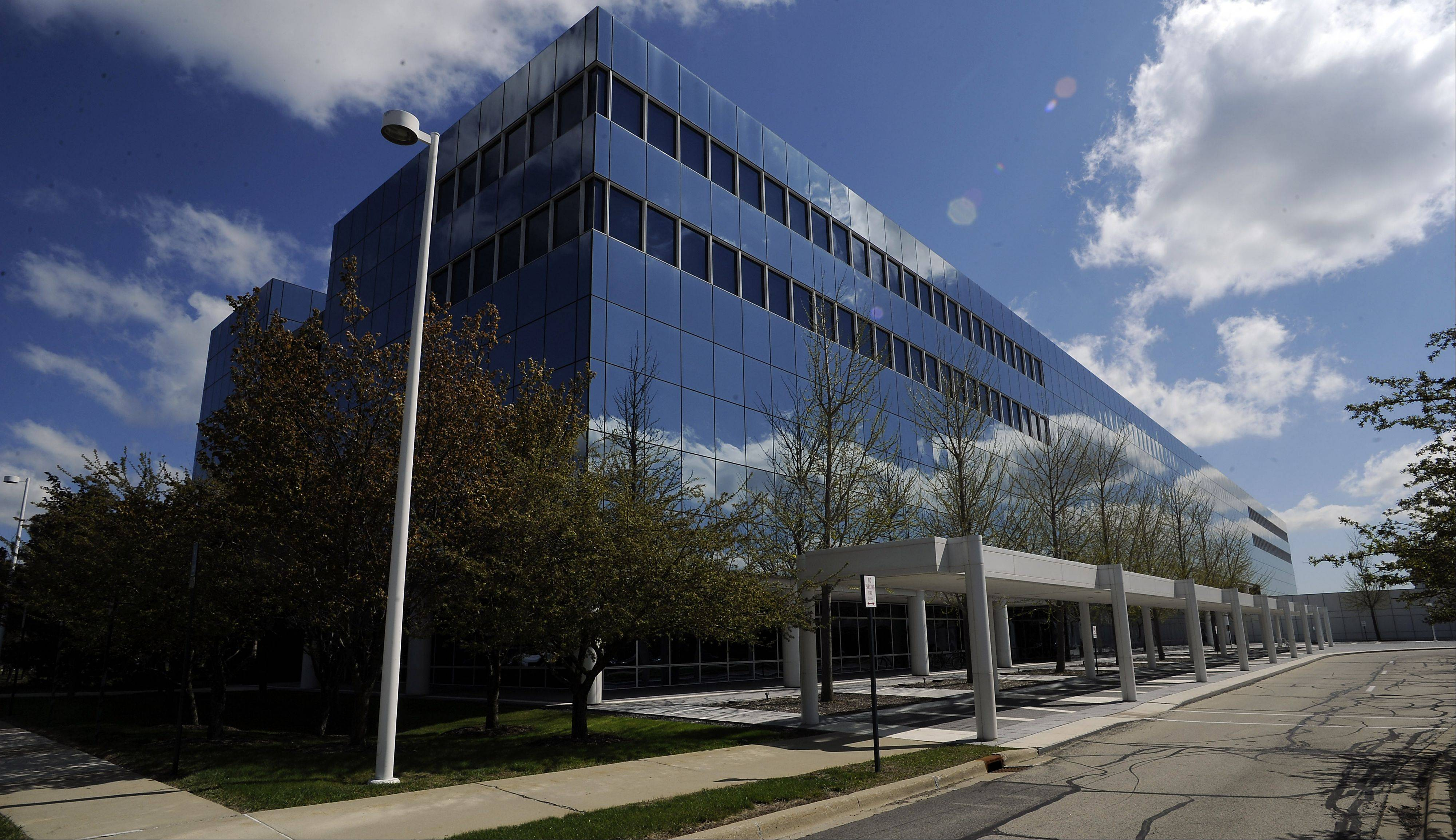 Hoffman Estates and Illinois officials are worried that Sears Holdings might pack its bags and leave the Prairie Stone campus area in Hoffman Estates, taking valuable tax revenue with it.