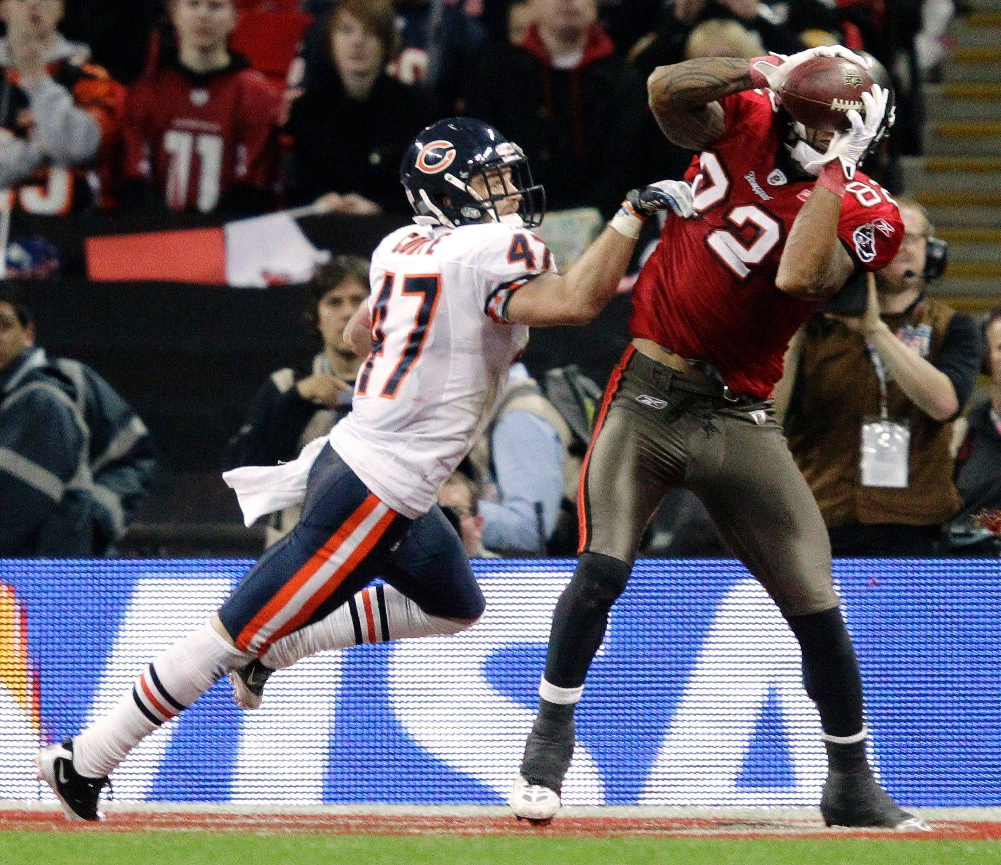 Chicago Bears defensive back Chris Conte cannot reach Tampa Bay Buccaneers tight end Kellen Winslow as he catches a two-yard touchdown pass during the second half.