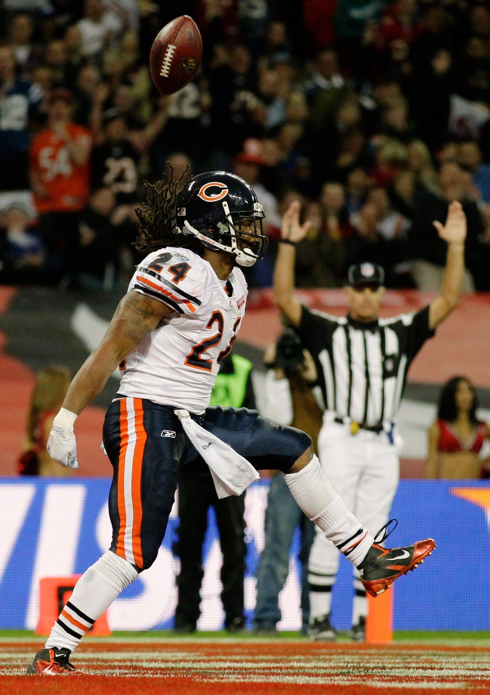 Chicago Bears running back Marion Barber celebrates his 12-yard touchdown during the second half.