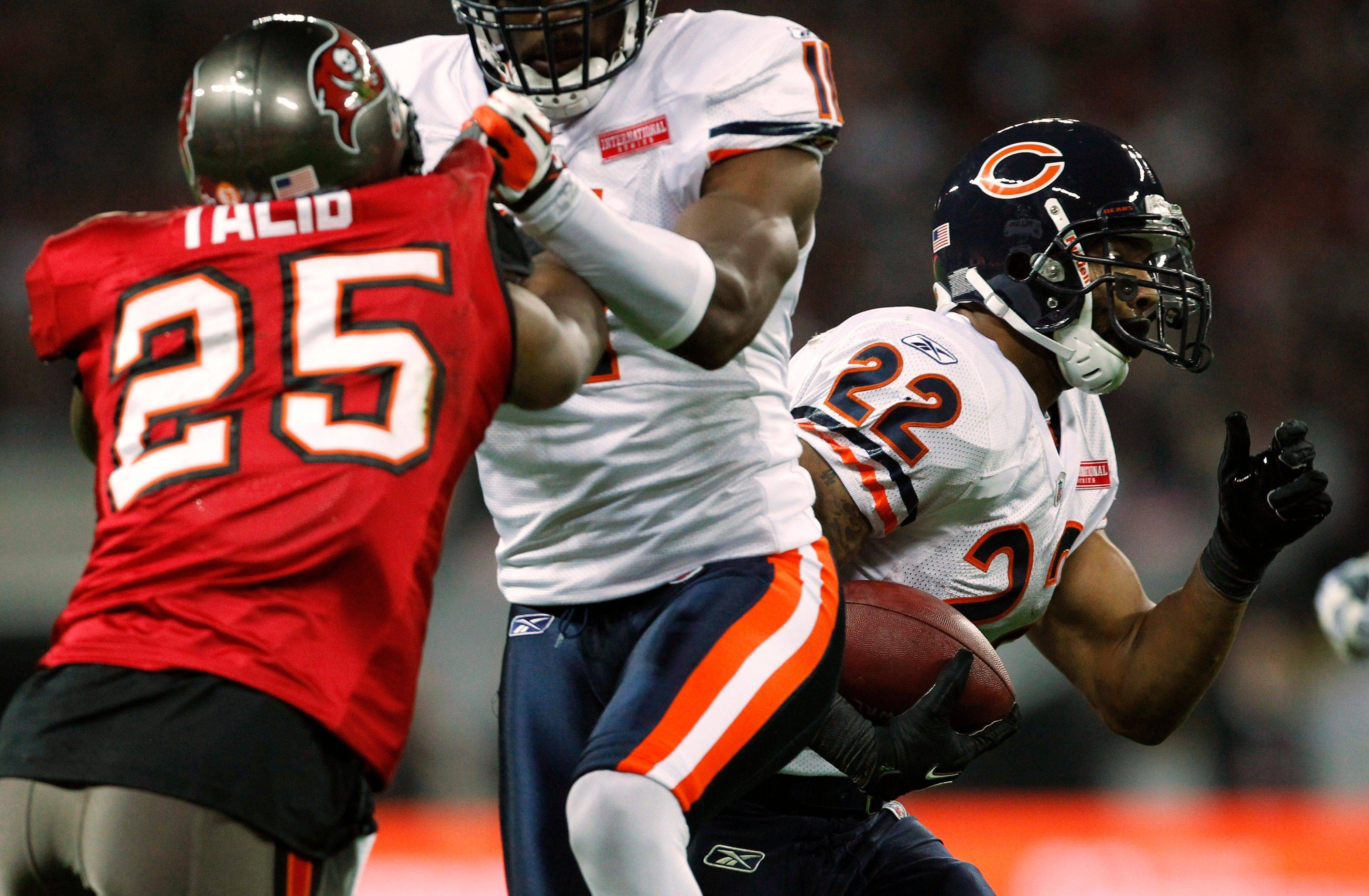 Chicago Bears running back Matt Forte breaks away to score a 32-yard touchdown during the first half.