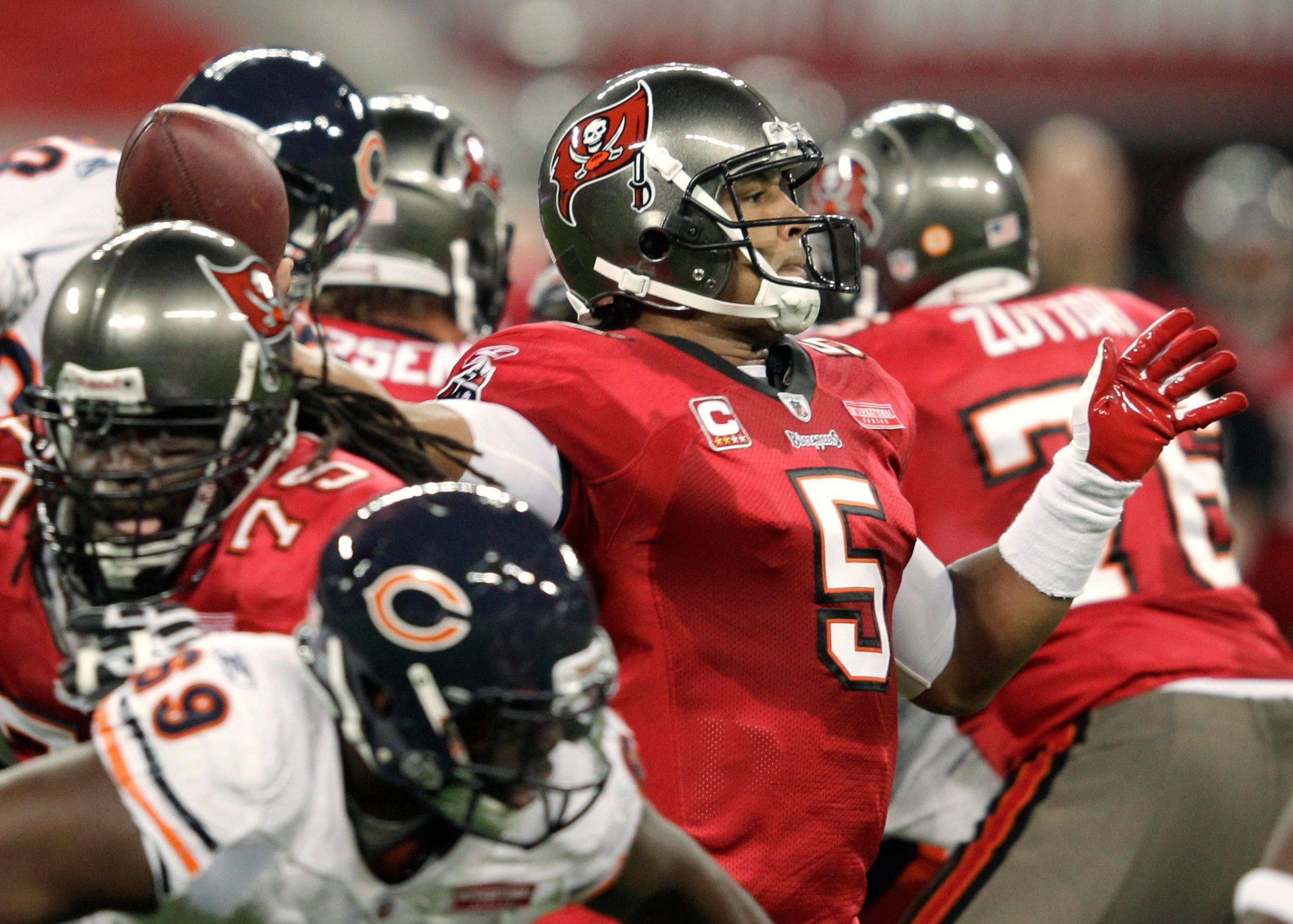 Tampa Bay Buccaneers quarterback Josh Freeman throws a pass during the first half.