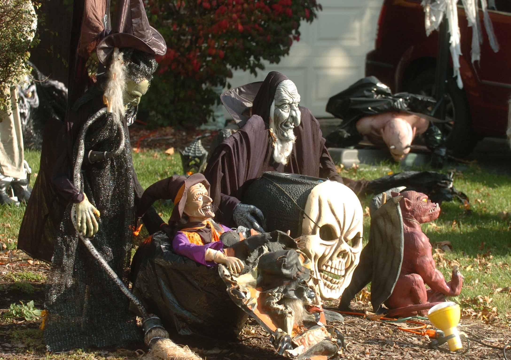 The National Retail Federation reports that consumers are planning to spend a little more this year -- despite the economy -- to decorate for Halloween this year. This house at 12 N. River Road is testament to that.
