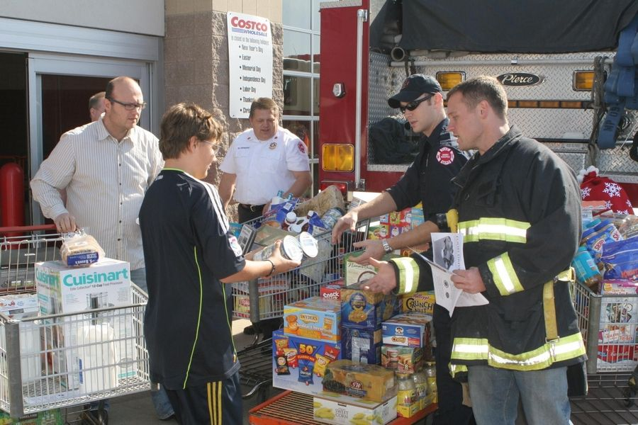 Costco Mount Prospect >> Mt Prospect Firefighters Food Drive Fills Bus For Pantry