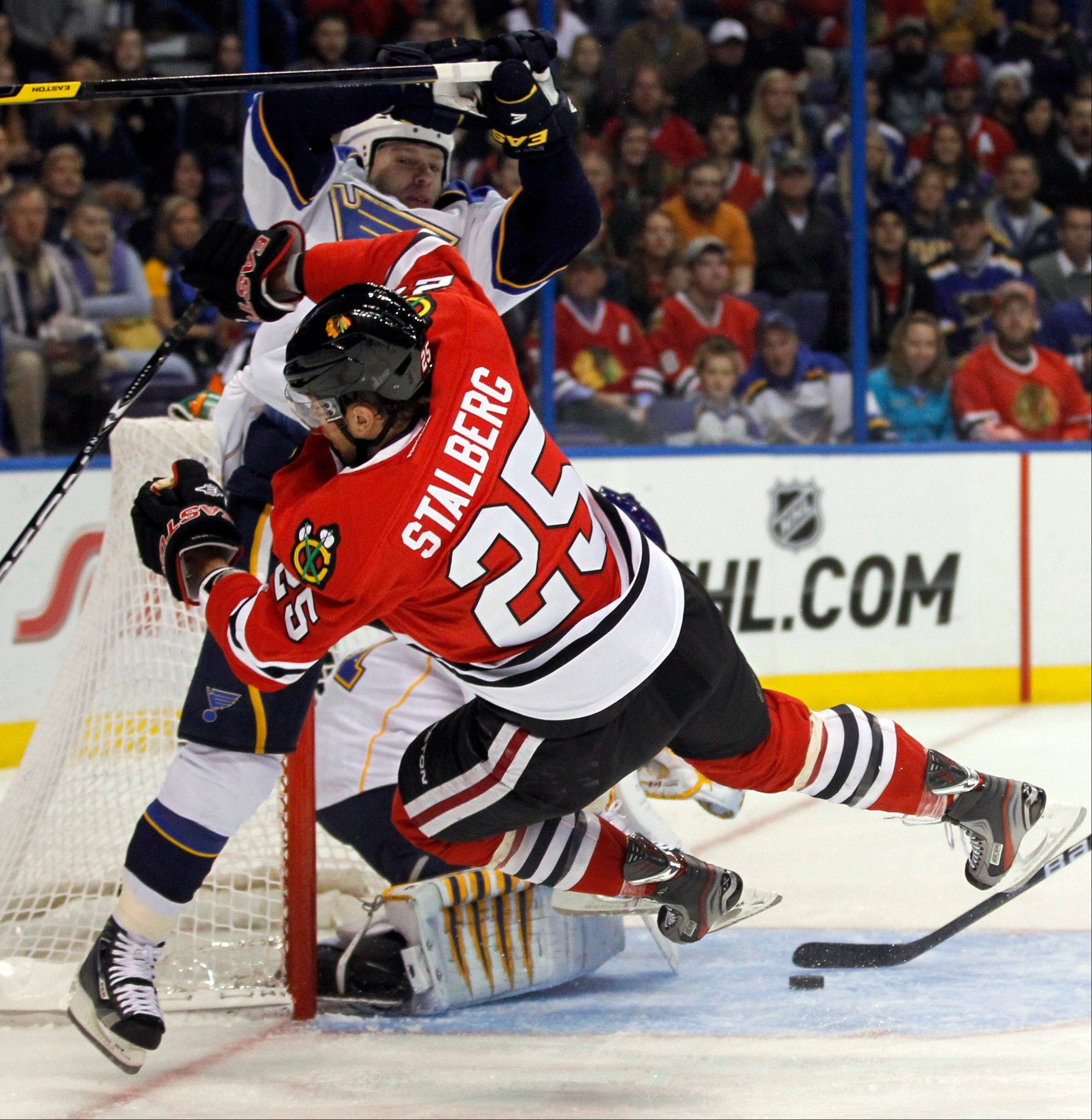 Scott Nichol of St. Louis and Viktor Stalberg of the Blackhawks during a 3-0 Blues win Tuesday night. The Blues outhit the Hawks 19-14 in the game.