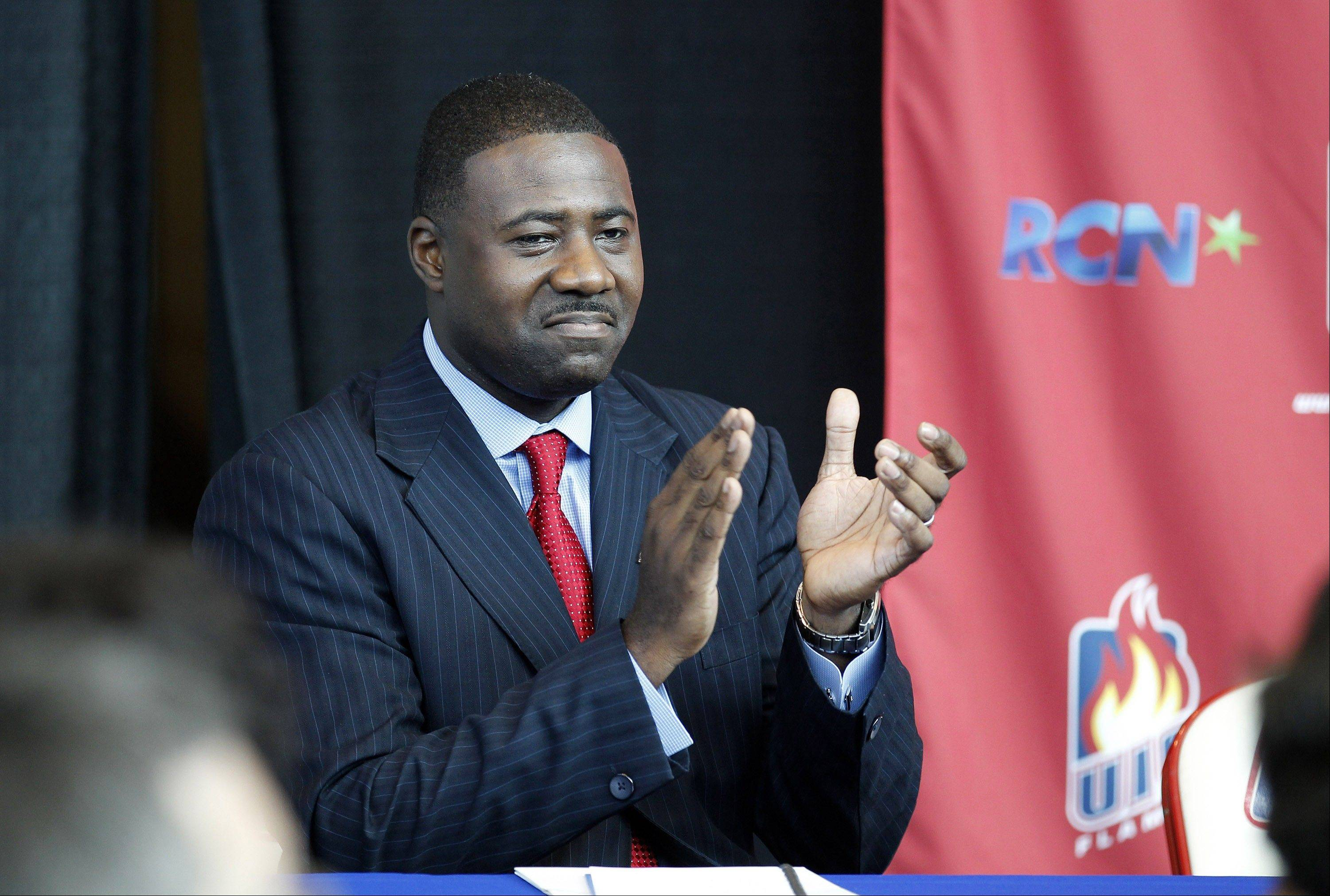 Howard Moore, the head men's basketball coach of the UIC Flames, will count on several veterans this season to help smooth the transition for his younger recruits.