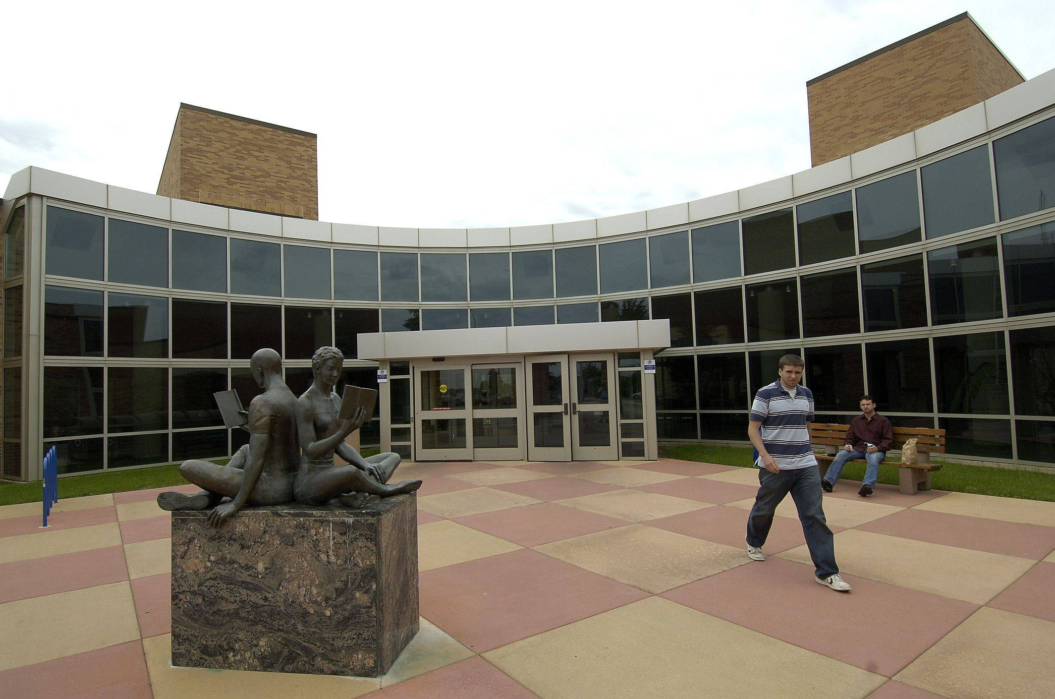 The College of Lake County's main campus in Grayslake will be adding a new science building under a plan approved this week. The proposal calls for the college to borrow $19 million to help fund the new facilities in Grayslake and the college's Lakeshore campus in Waukegan. The state will be paying for 75 percent of the construction costs.