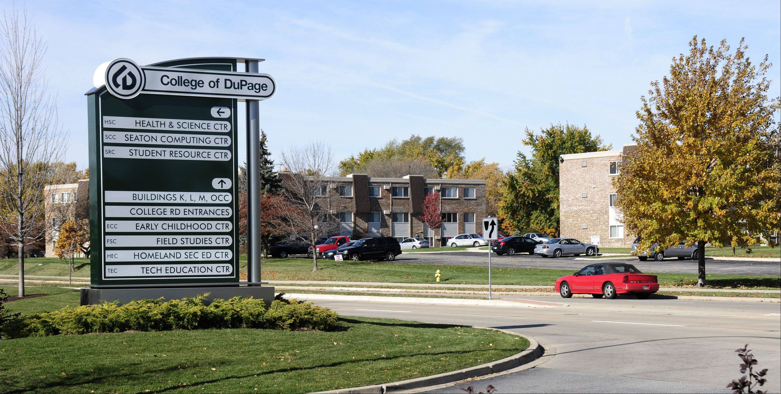 The College of DuPage plans to disconnect its 273-acre campus from the village of Glen Ellyn.