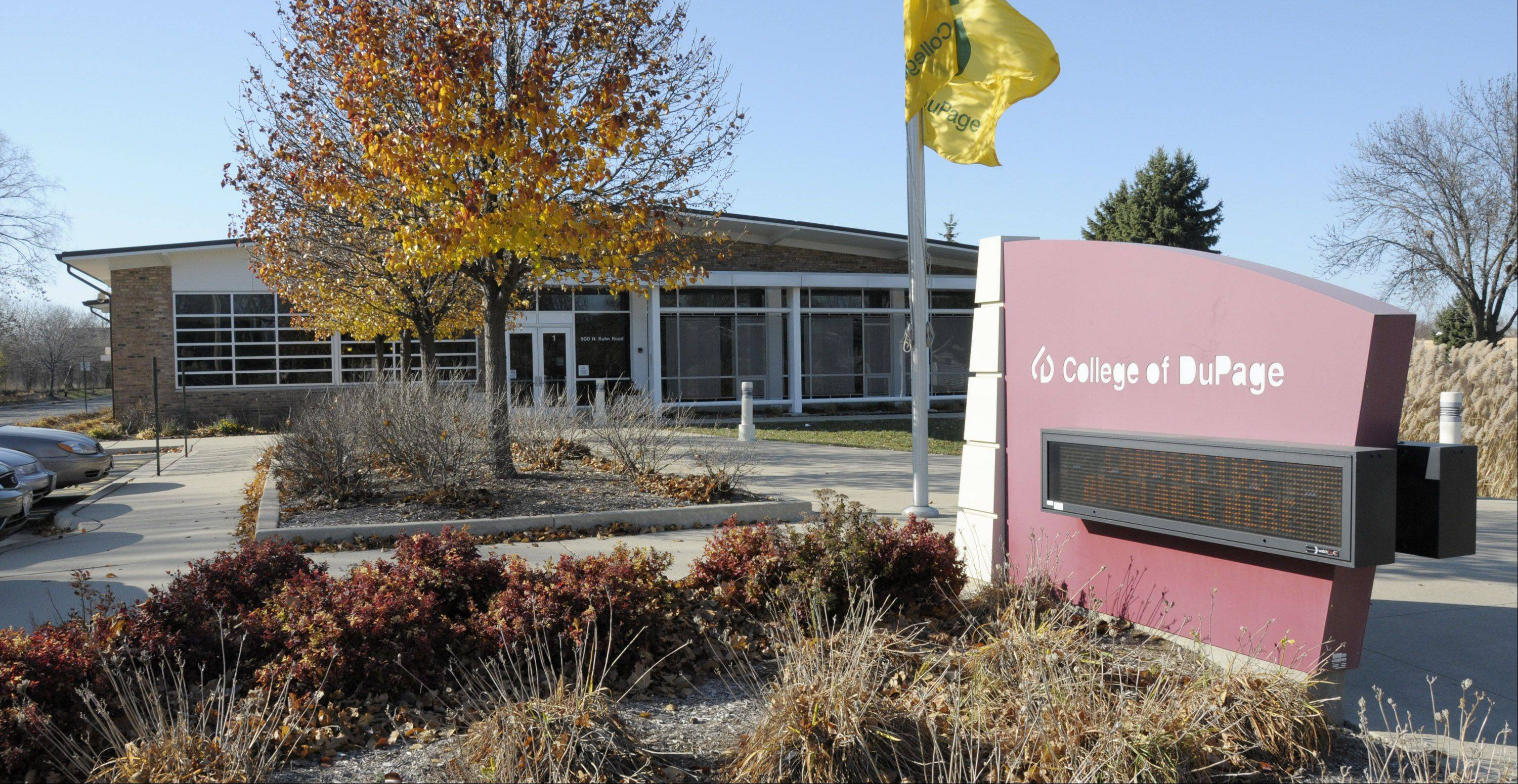 College of DuPage in another sign dispute