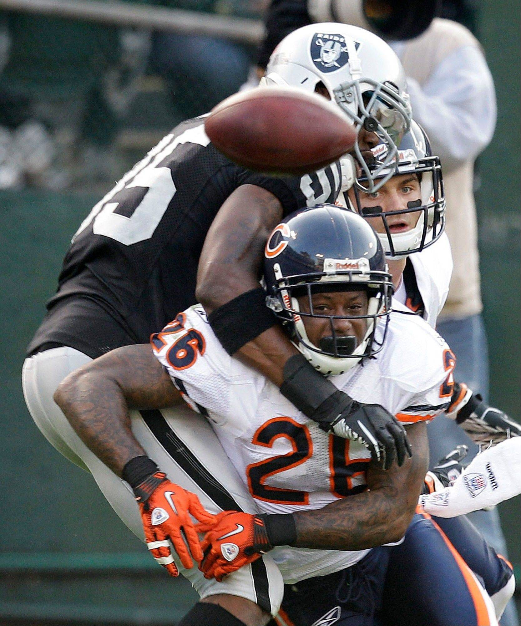 Bears cornerback Tim Jennings breaks up a pass intended for Oakland Raiders wide receiver Darrius Heyward-Bey during the third quarter of the Bears' loss Sunday.