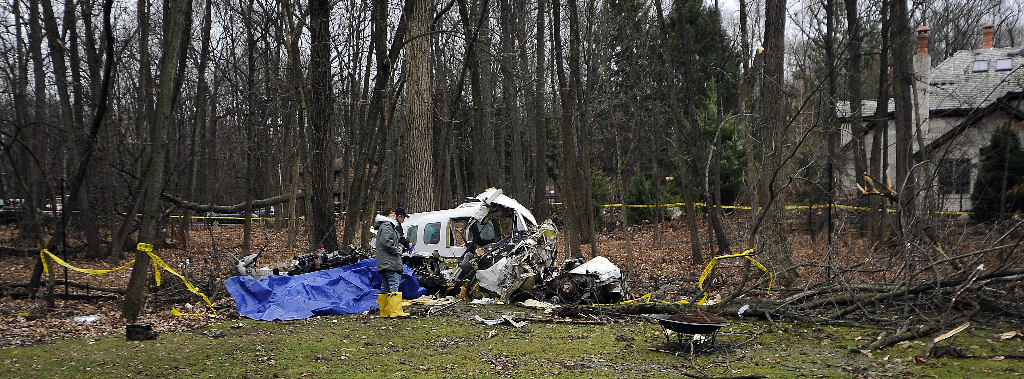 Three people were killed and two injured in a plane crash Monday night in Riverwoods.