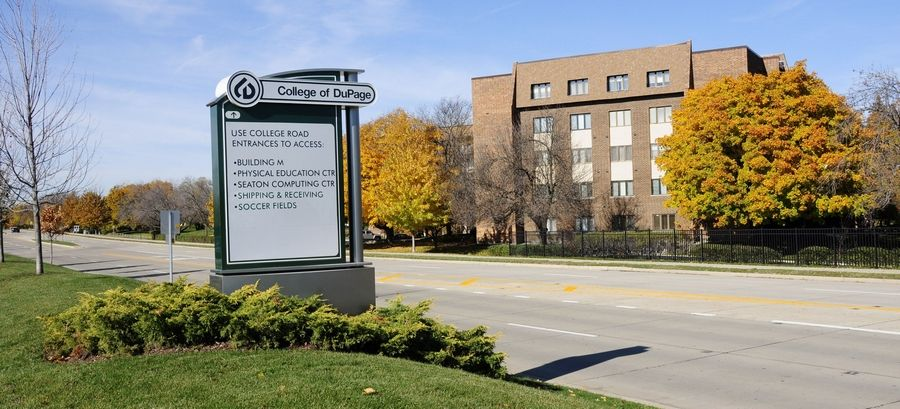 The College of DuPage board of trustees will consider a resolution to disconnect from the village of Glen Ellyn during a special meeting tonight.
