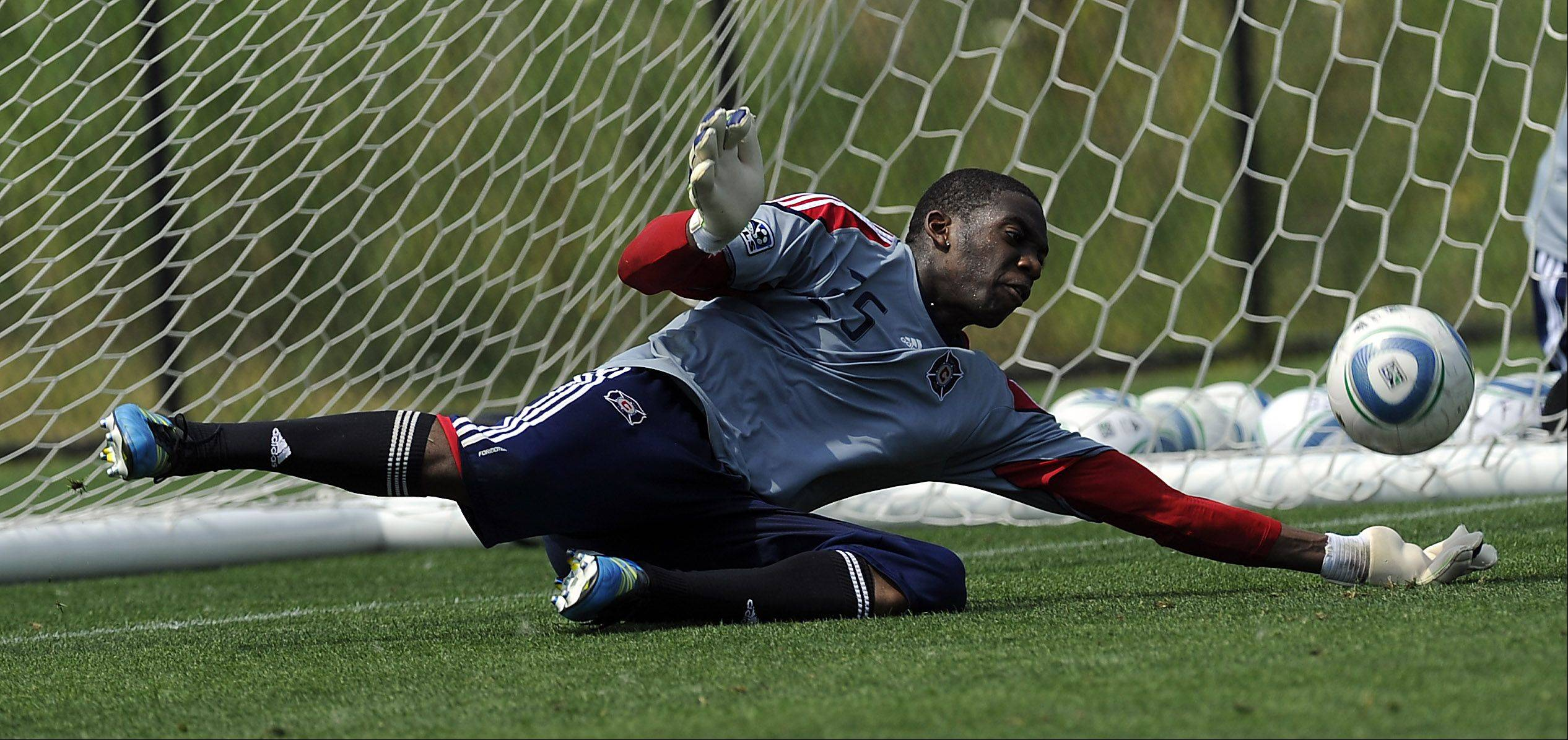 Chicago Fire goalie Sean Johnson will head to England next week for a training session with Everton of the English Premier League. He will work with American goalkeeper Tim Howard and U.S. national team goalkeeper coach Chris Woods.
