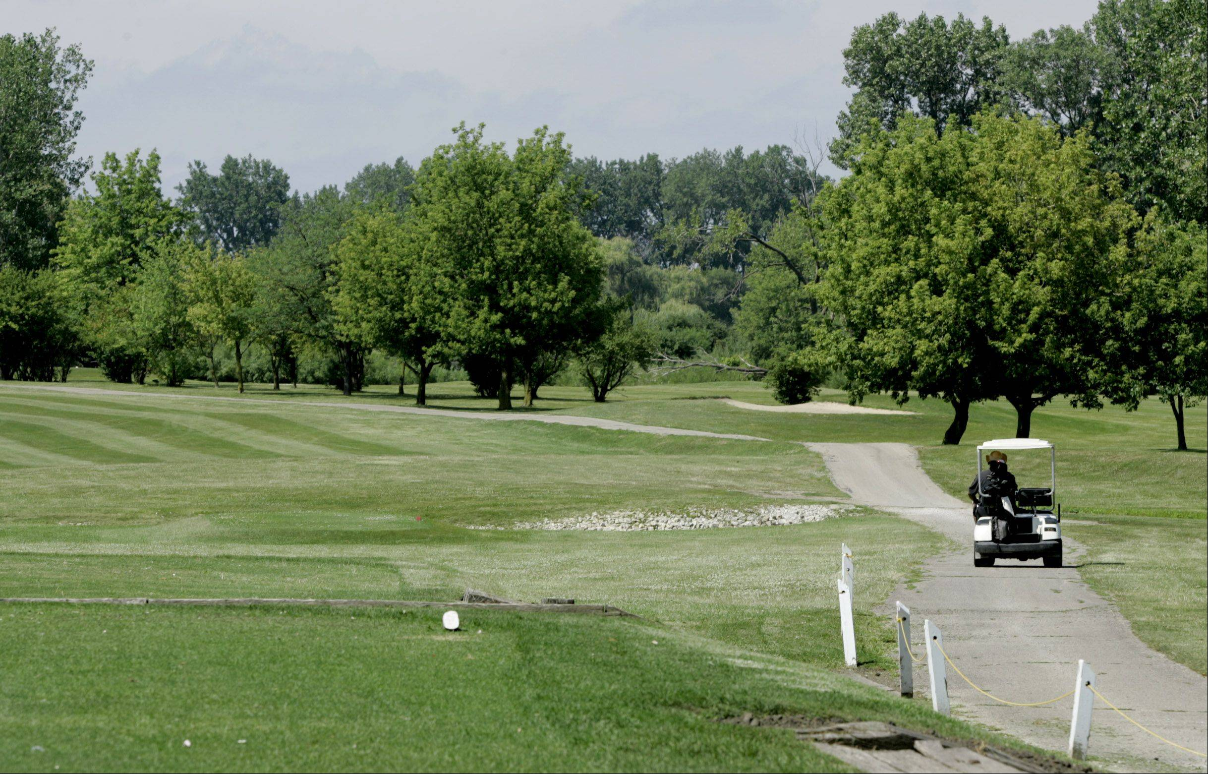 Legal fight over Naperville golf course continues