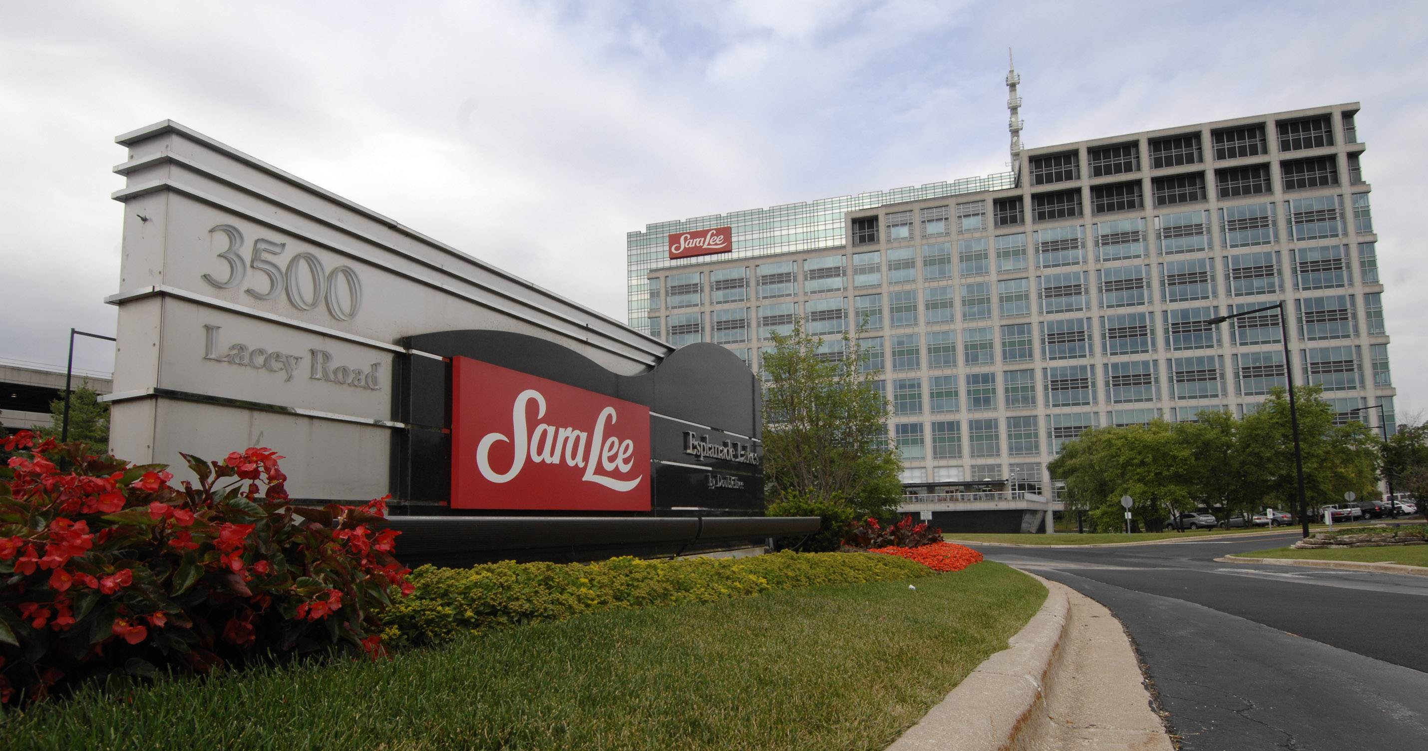 Downers Grove-based Sara Lee Corp. is moving its headquarters to downtown Chicago in 2013.