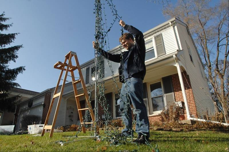 Adam Germann had nice weather this year to set up his annual Christmas  light show at - Images: Behind The Scenes With A Suburban Christmas Light Fanatic