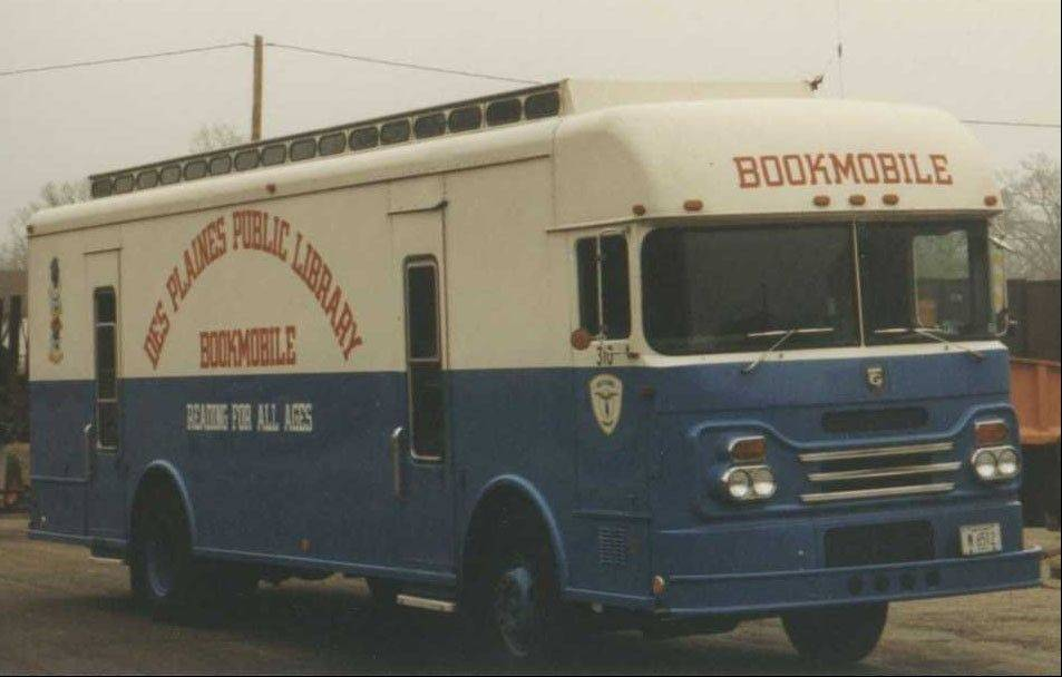 Des Plaines Public Library's first bookmobile started operating in June 1969.
