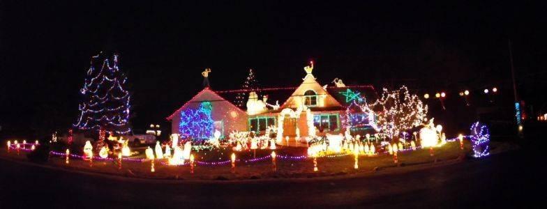 the slavich home at 128 pratt boulevard in schaumburg has won the schaumburg park district lighting - Finding Nemo Christmas Decorations