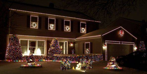 "The Mickleys have 18,000 lights synchronized to 15 different songs in shows that start at 6, 7 and 8 p.m. daily at 2049 Tiffany Drive in Schaumburg. The Mickleys won the 2010 ""Best Overall"" category in the Schaumburg Park District's Holiday Decorating Contest. For a preview, see http://www.ChristmasOnTiffany.com."