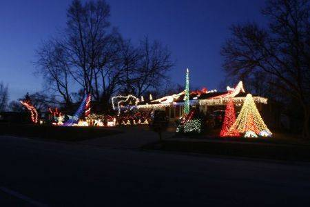 "The Spain display at 23 w 720 Bryn Mawr Ave. in Roselle features more than 18,000 lights synchronized to music. The theme song is ""Merry Christmas Darling"" by The Carpenters. The mega tree has 4,000 lights. The snow angel and an arbor across the sidewalk are also automated."