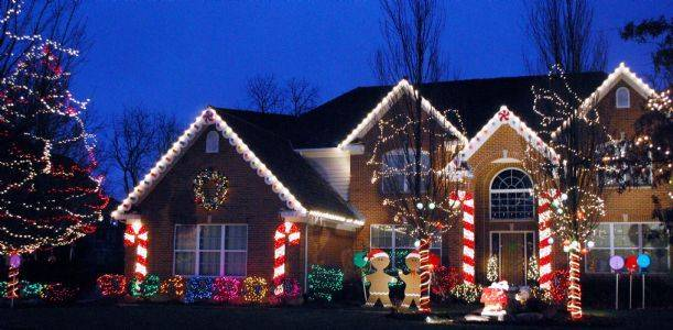 Outdoor Lighted Gingerbread House Decorations
