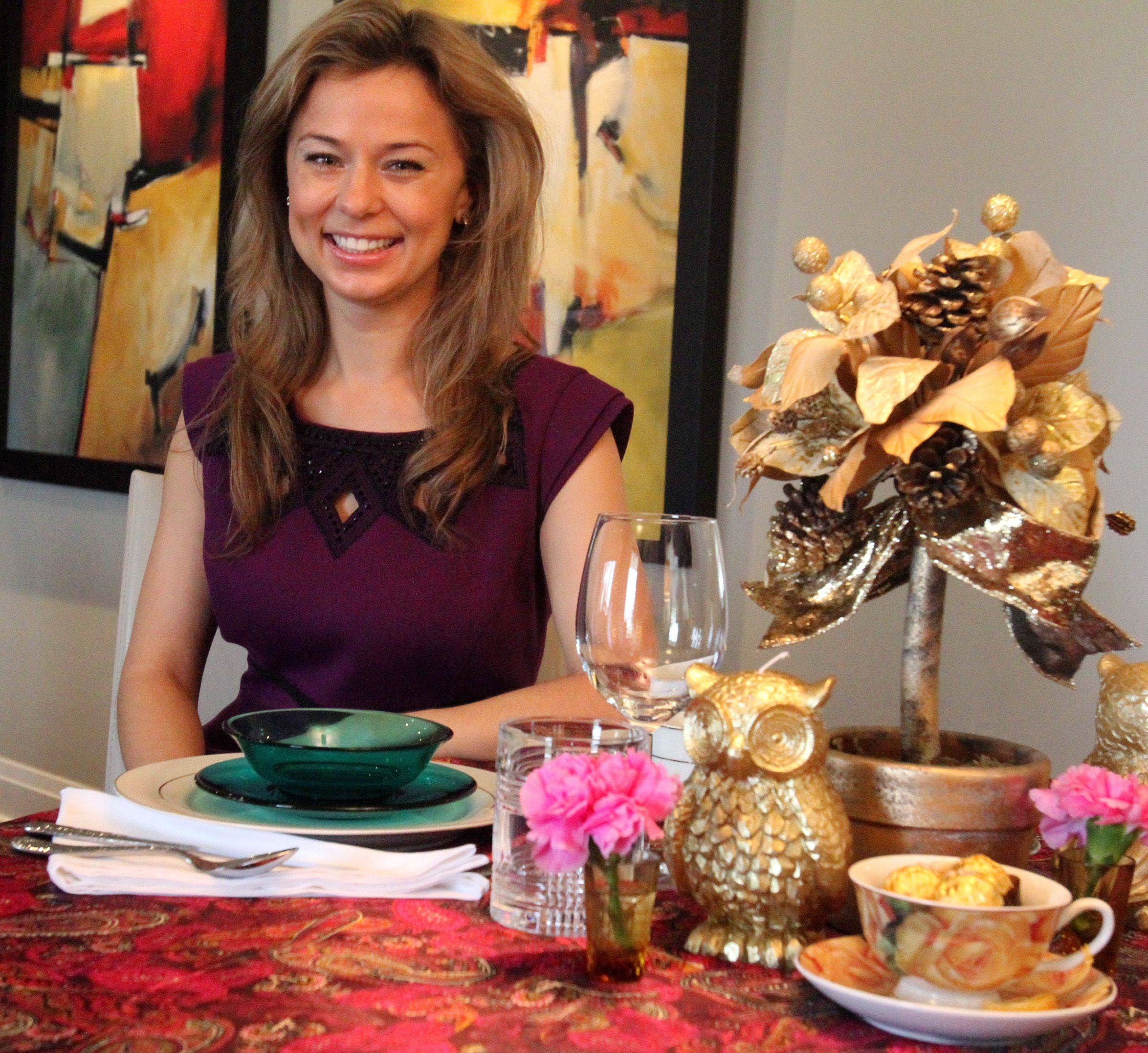 Gold is classic, but Edyta Czajkowska used her favorite turquoise bowls and plates and hot pink fabric for a different take on Christmas colors.