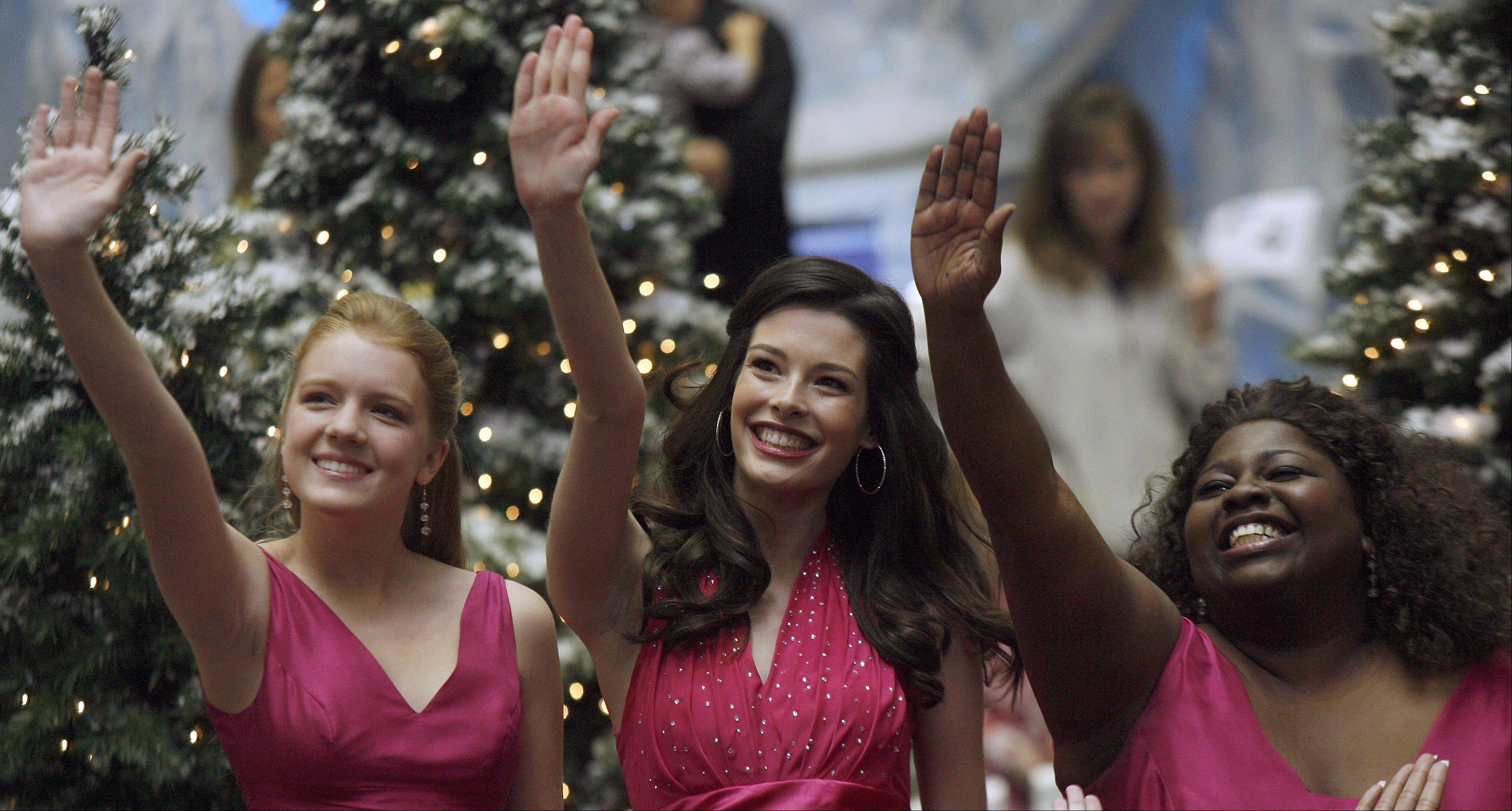 "More than 100 dancing women converged on Woodfield Mall earlier this month for a ""surprise musical performance"" that later became a national T-Mobile ad called ""Home for the Holidays."""