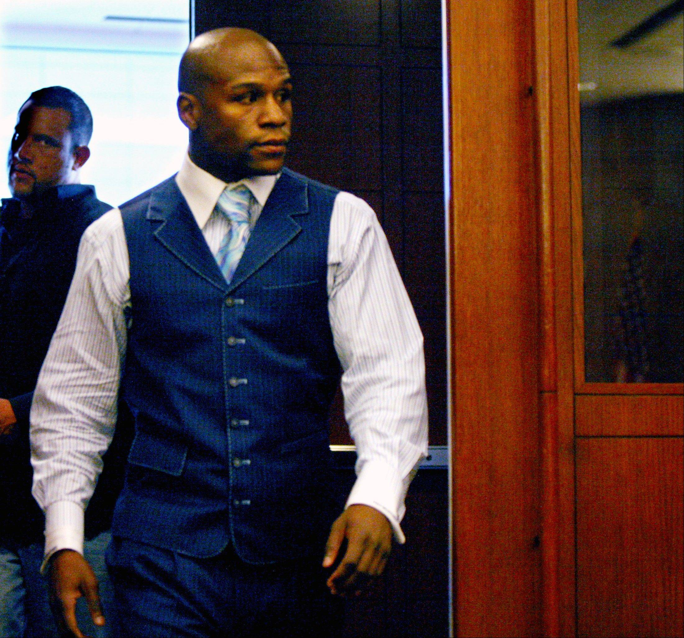 Floyd Mayweather Jr. will plead guilty in Las Vegas to reduced charges in a plea deal settling felony allegations that he battered his ex-girlfriend and a misdemeanor charge that he poked a security guard. An aide to Clark County District Attorney David Roger confirmed the 34-year-old boxer will enter his pleas Wednesday Dec. 21, 2011 in Las Vegas Justice Court.