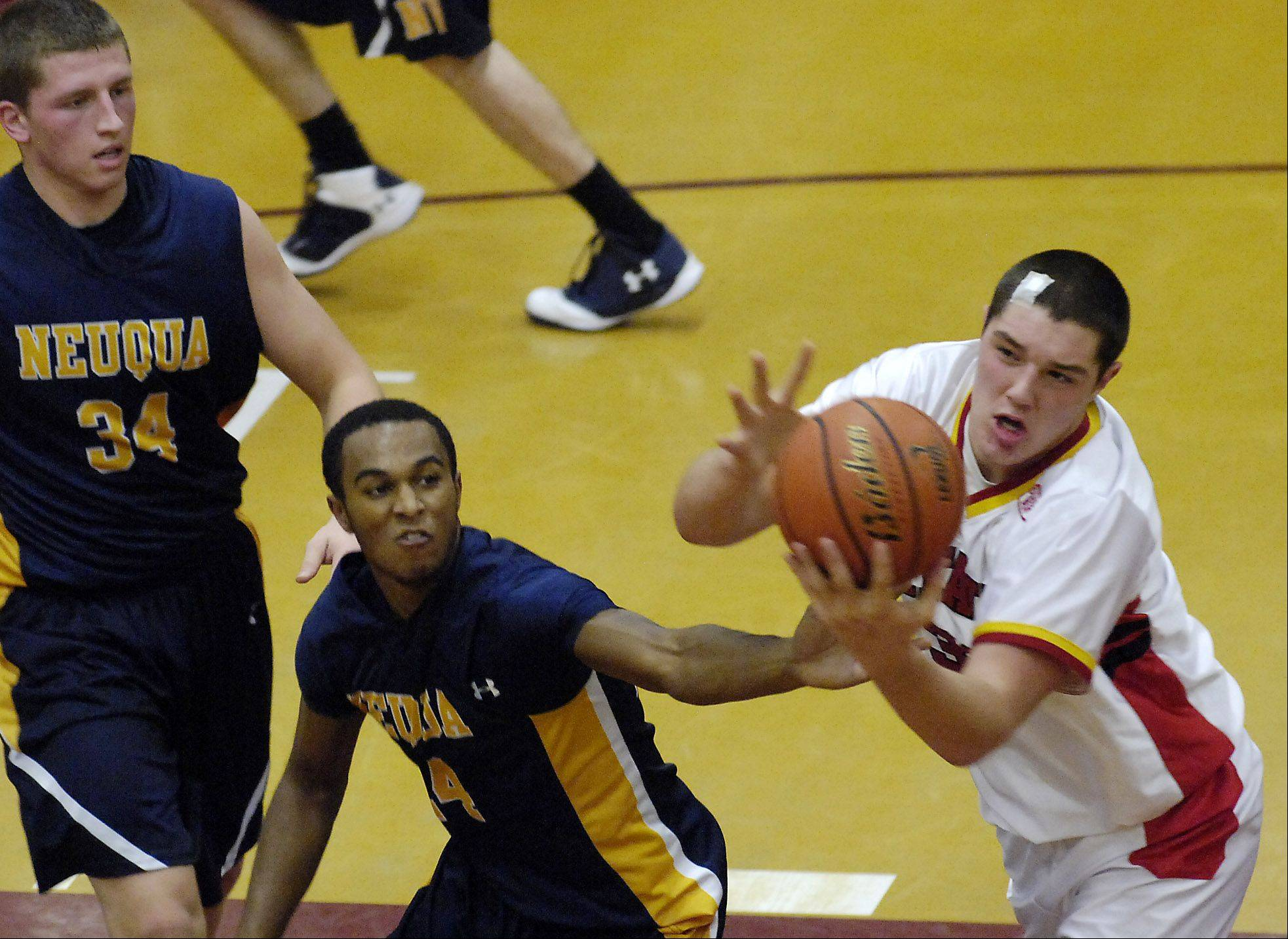Batavia�s Cole Gardner battles Neuqua Valley�s Jabari Sandifer for a rebound.