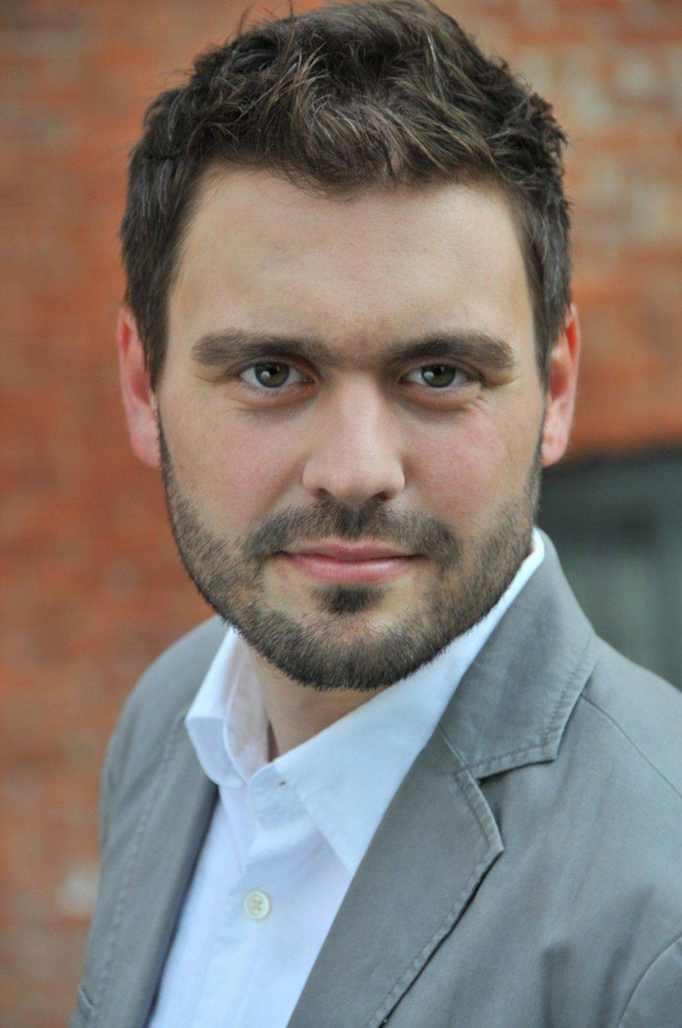 "Baritone Mischa Bouvier is set to perform with the New Philharmonic for its ""Viennese Pops New Year's Eve with an International Twist"" at College of DuPage's McAninch Arts Center in Glen Ellyn."