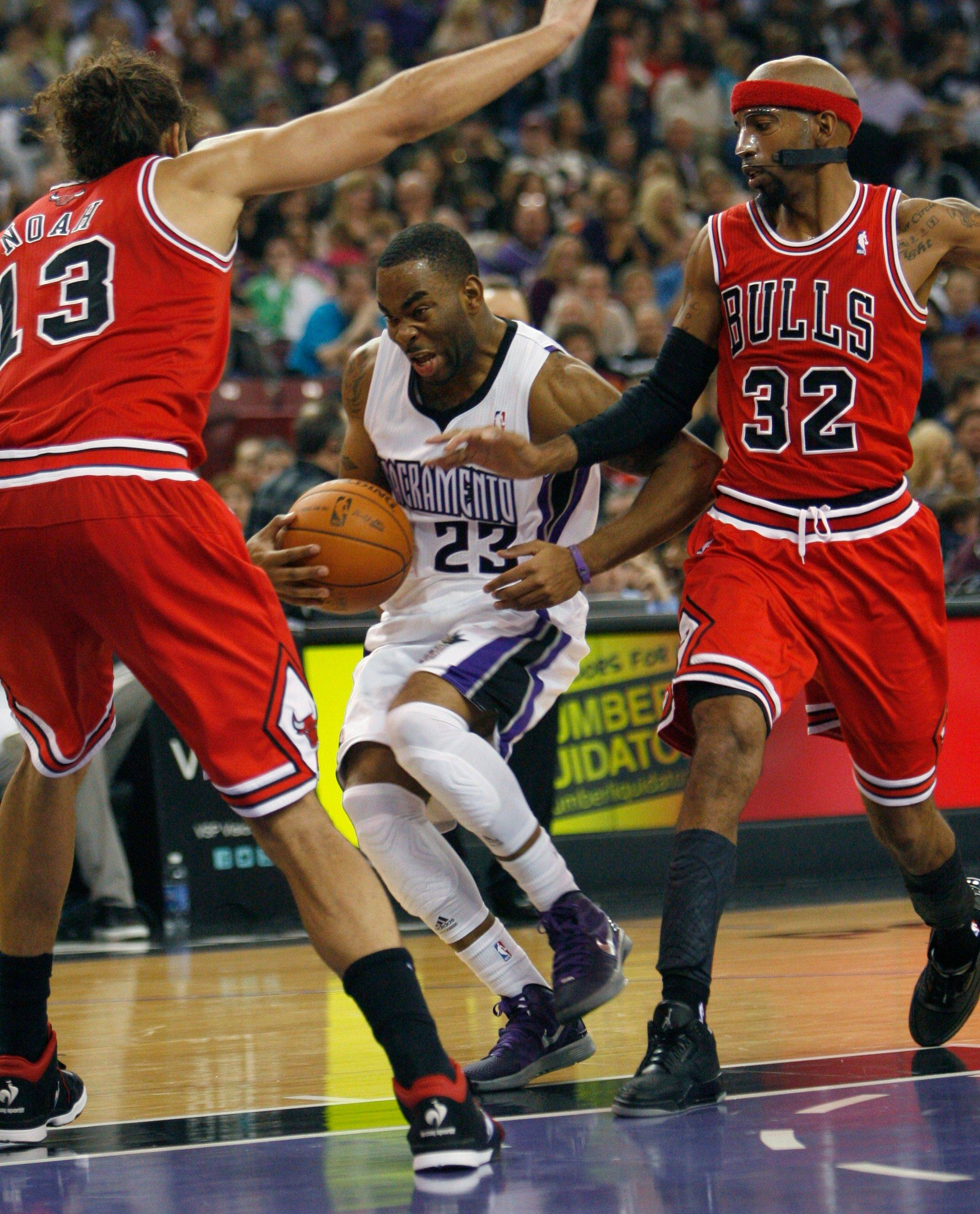 Kings guard Marcus Thornton gets trapped between Bulls defenders Joakim Noah (13) and Richard Hamilton (32) during the second half Thursday night in Sacramento. The Bulls won 108-98.