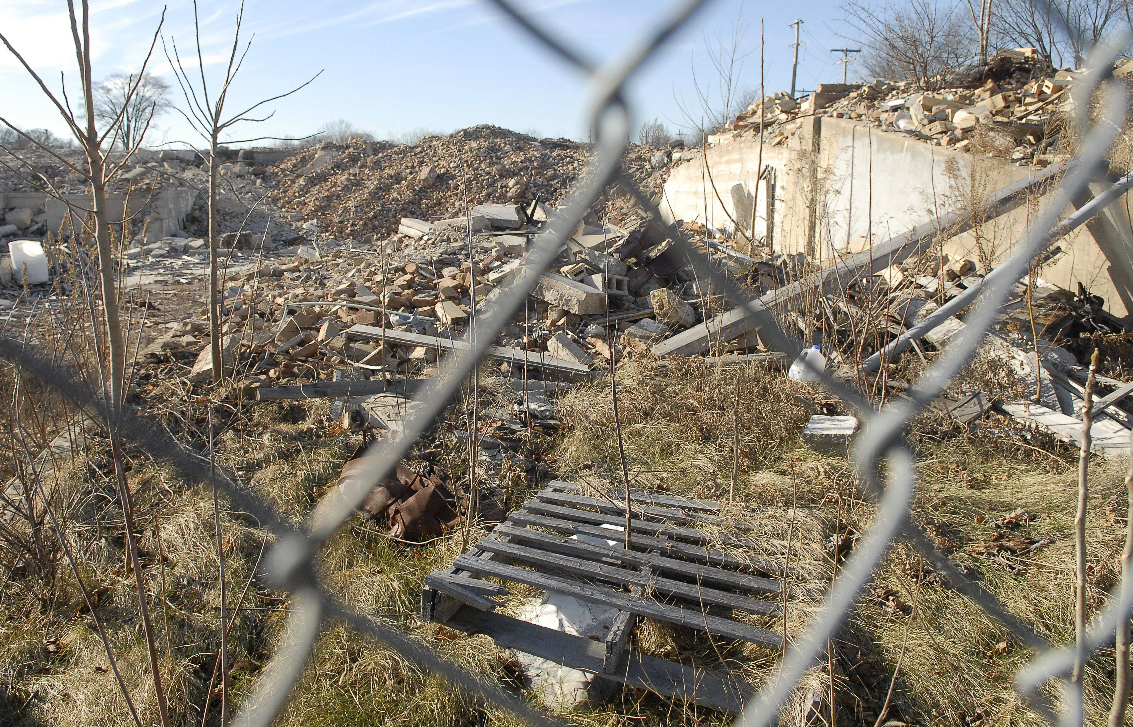 Developers of the old Applied Composites building site in St. Charles have hired an environmental cleanup firm to handle removal of polluted soil.