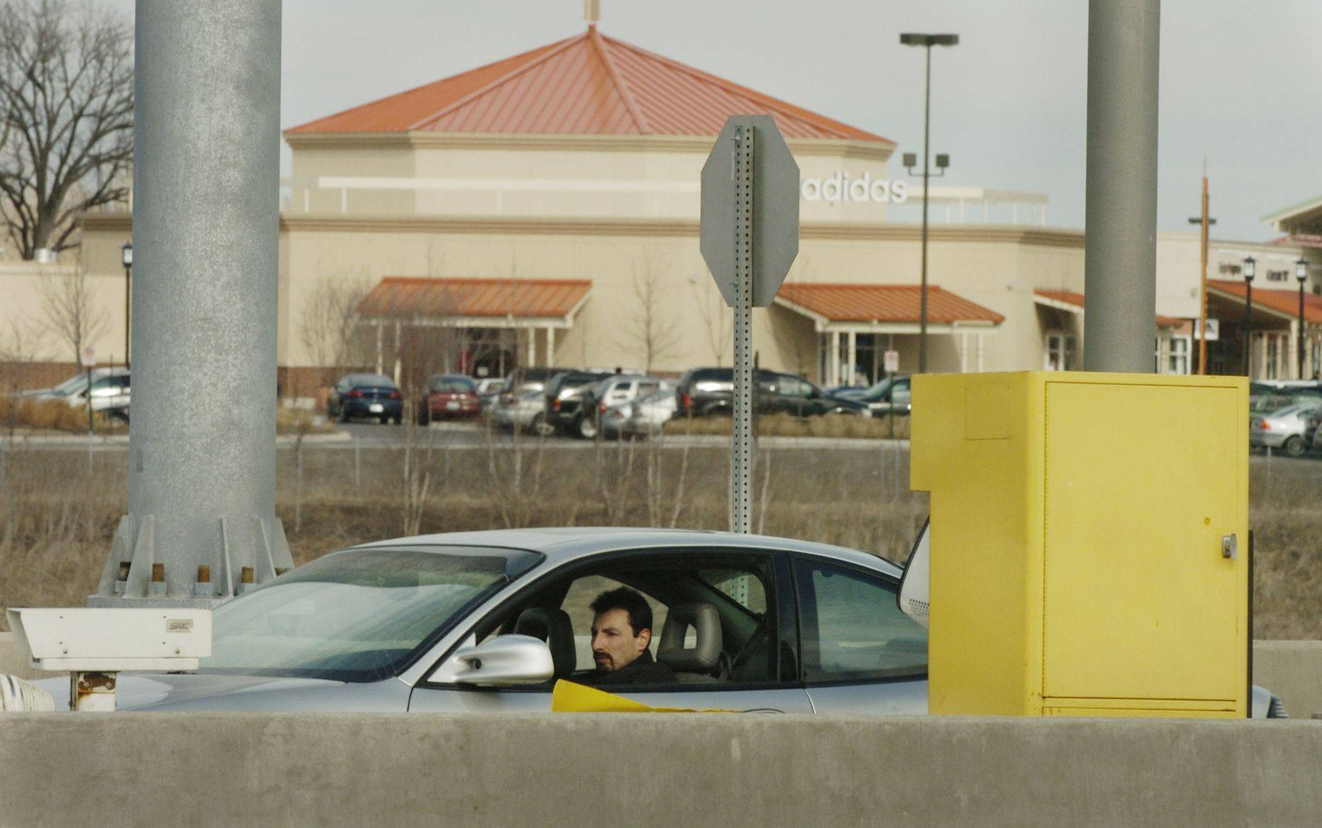 A motorist pays a toll at the northbound Farnsworth ramp from I-88 near the Chicago Premium Outlet Mall.