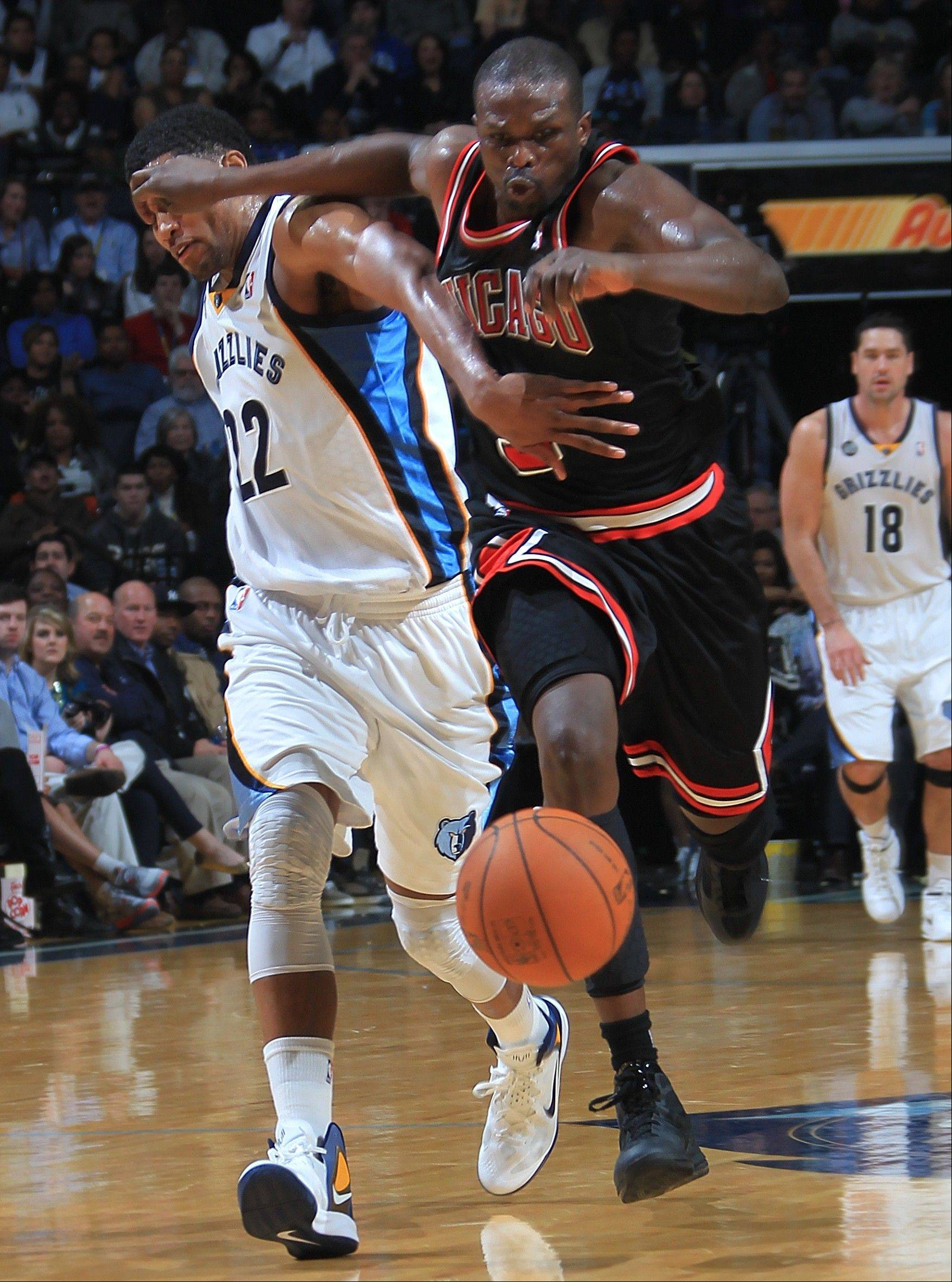Grizzlies forward Rudy Gay, left, and Bulls forward Luol Deng chase down a loose ball in the second half Monday in Memphis, Tenn. The Grizzlies defeated the Bulls 102-86.