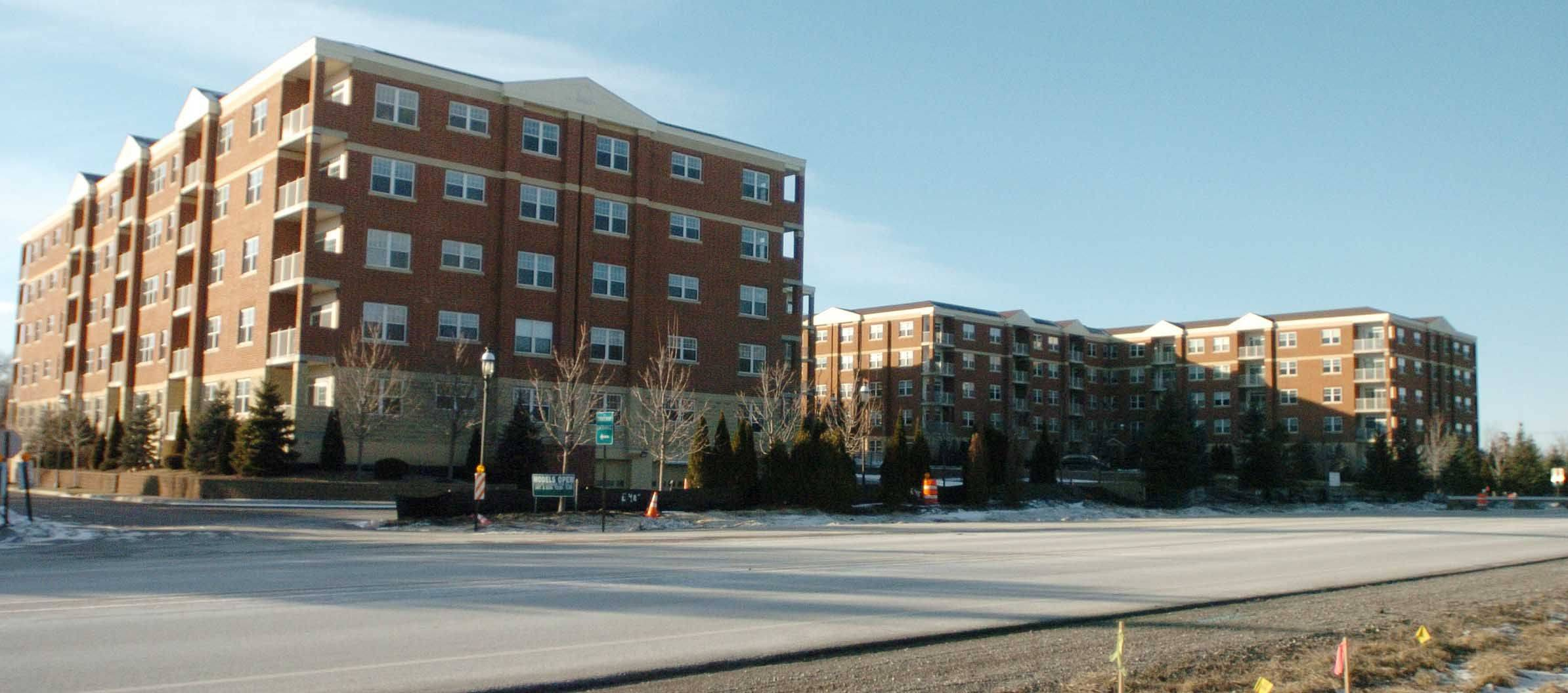 Some Itasca residents are split on whether one condominium building at the intersection of Nordic and Rohlwing roads should be converted to rental units, while the other remains condos.