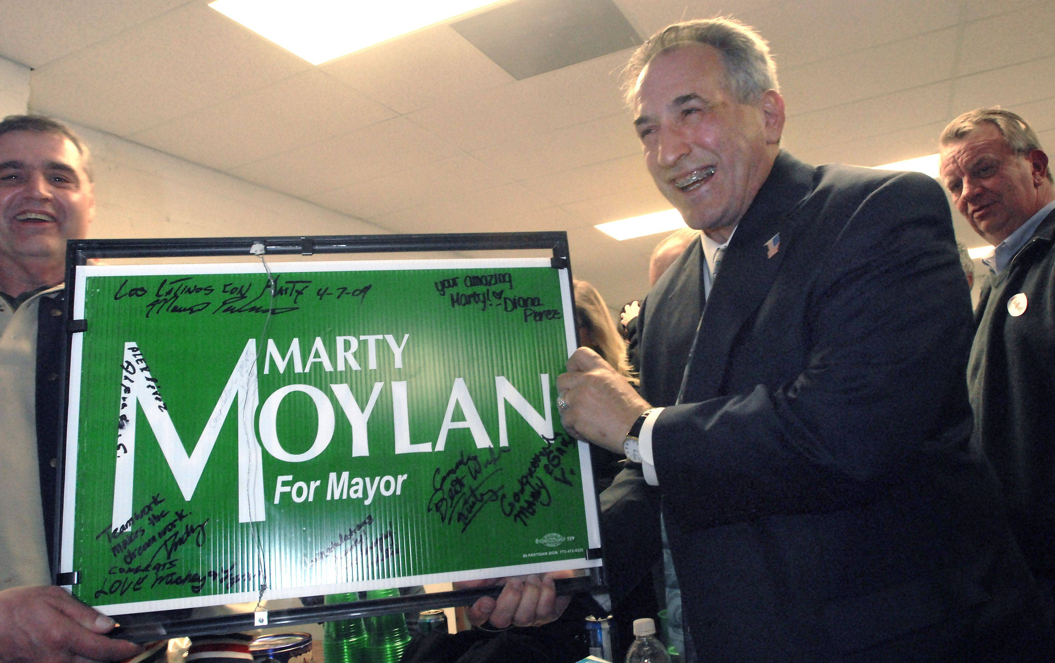 Des Plaines mayoral candidate Marty Moylan holds up a campaign sign signed by supporters in 2009.