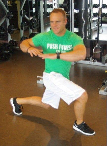 The lunge to twist stretches the upper and lower body at the same time.