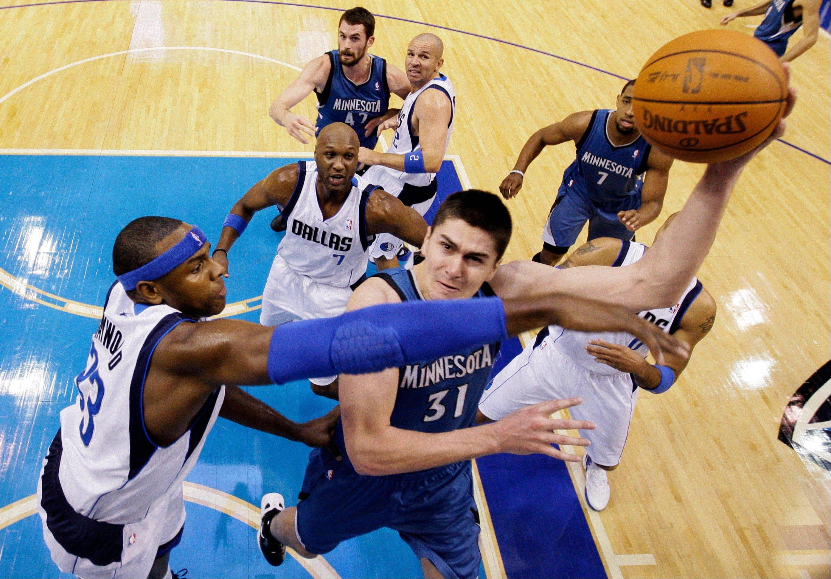 Minnesota wins 105-90 after Mavs get title rings