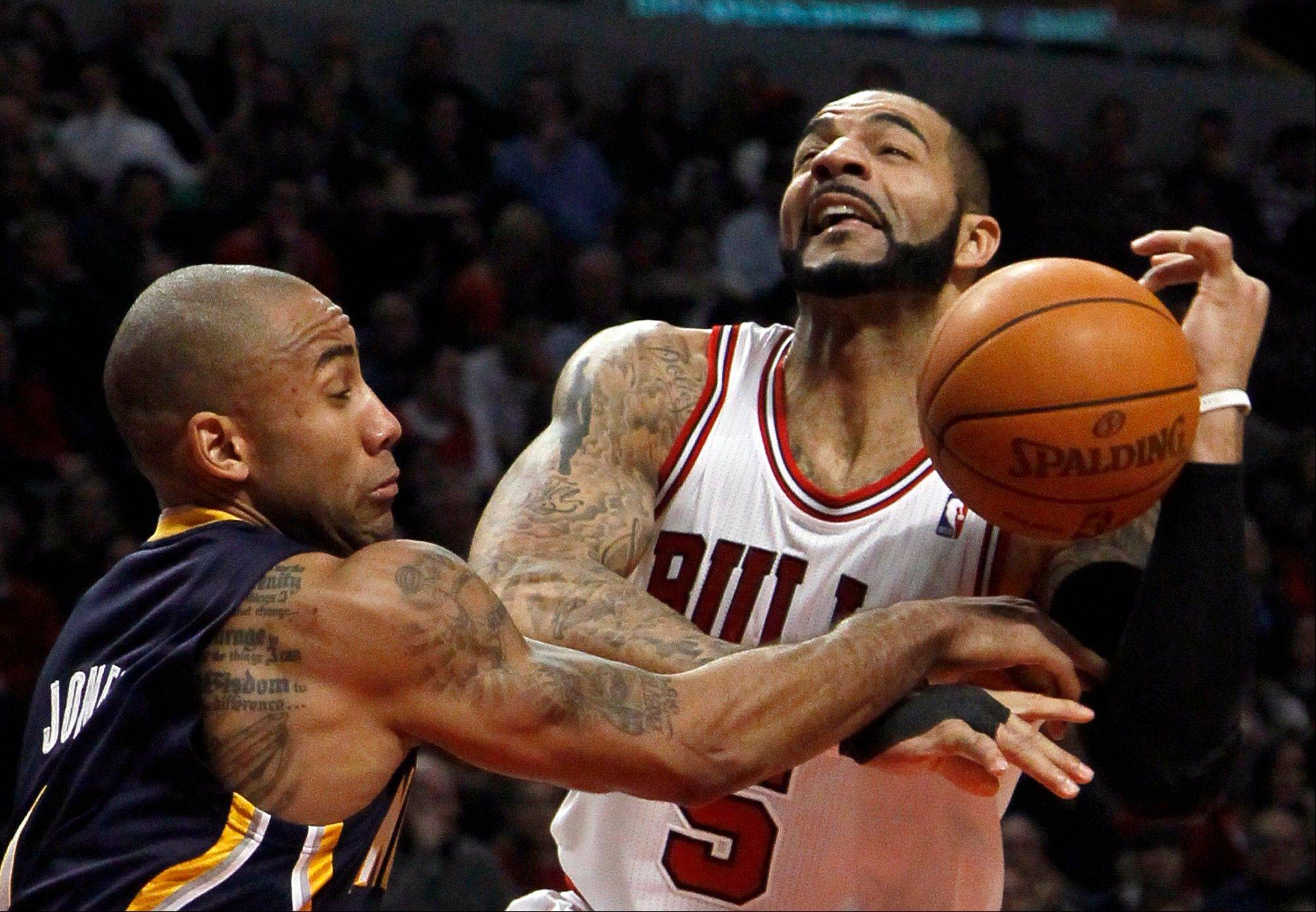 Indiana Pacers guard Dahntay Jones fouls Bulls forward Carlos Boozer Wednesday during the first half.