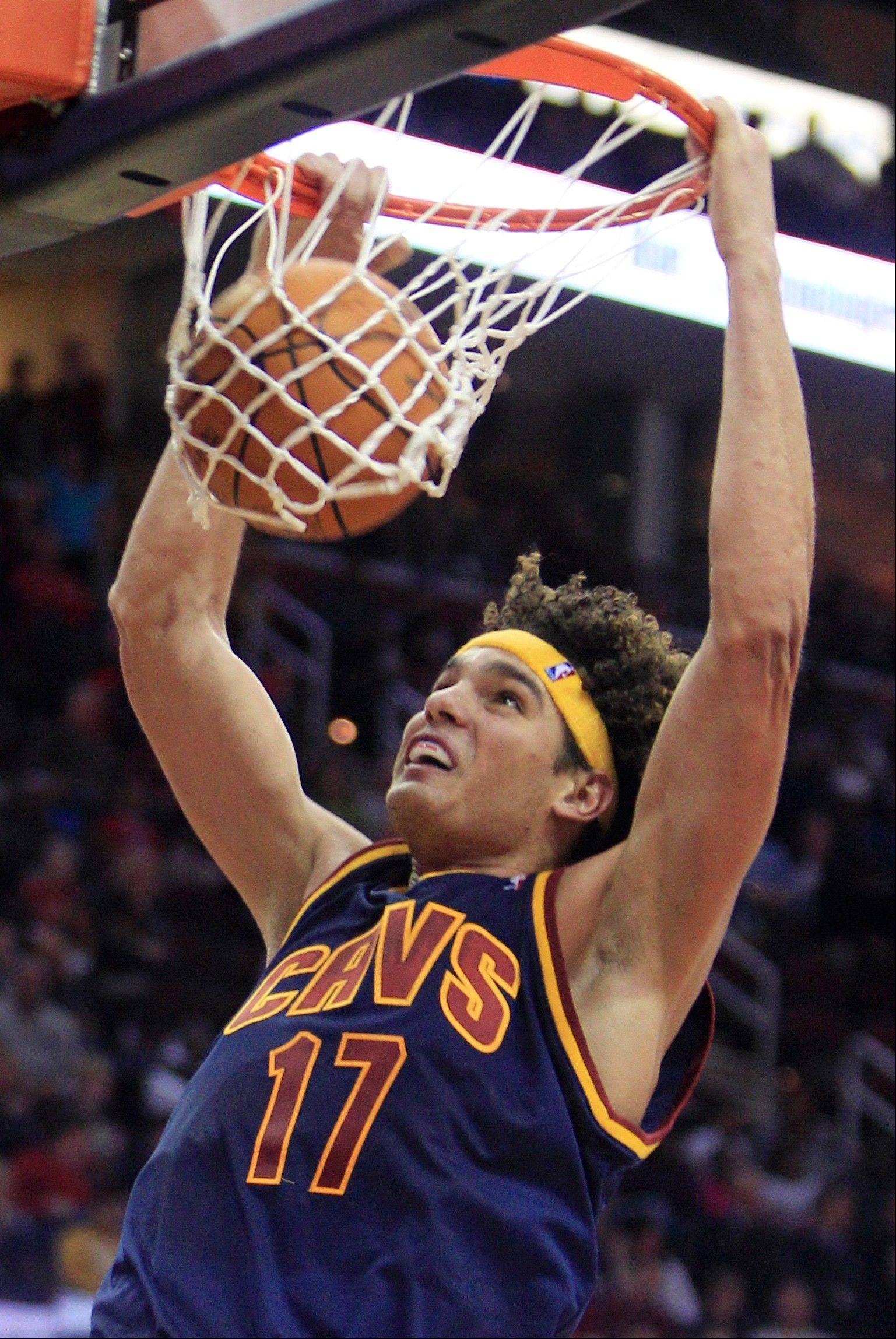 The Cleveland Cavaliers' Anderson Varejao dunks Wednesday against the New York Knicks in the second quarter.