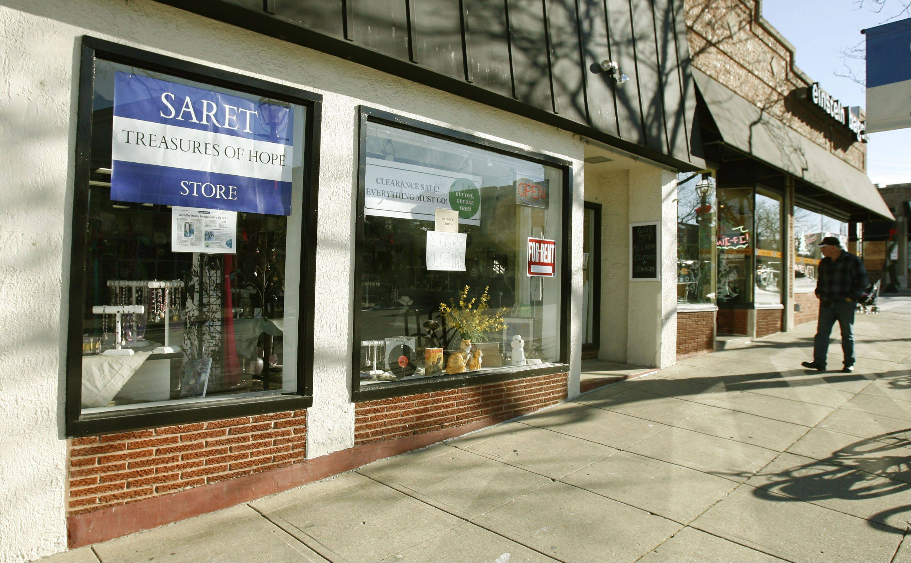 SARET Treasures of Hope, a boutique in downtown Glen Ellyn, will close its doors for the final time this weekend due to a decline in sales. Proceeds from the store had gone to support the less fortunate.