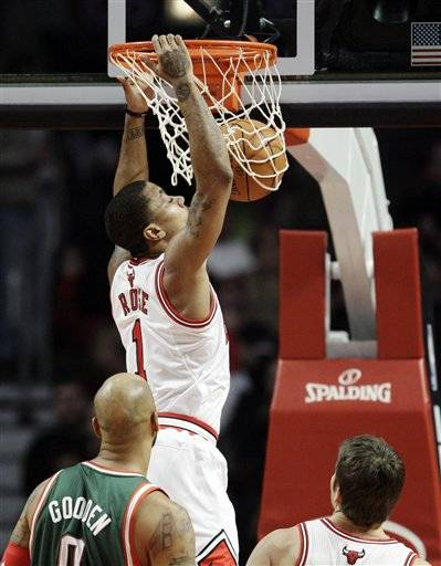 Rose has season-high 34; powers Bulls past Bucks
