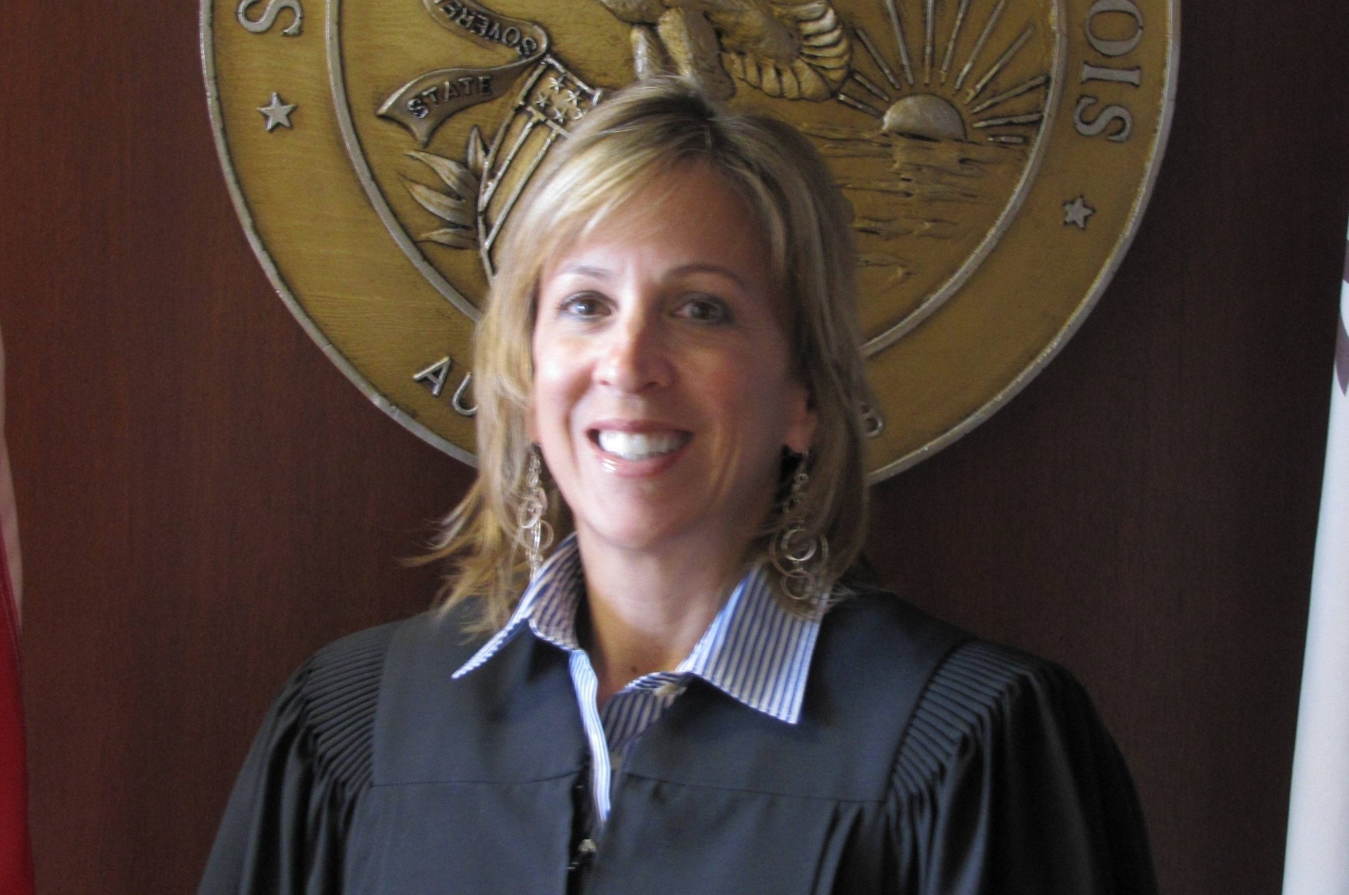 Kay Hanlon, running for Appellate Court 1st District (Cahill)
