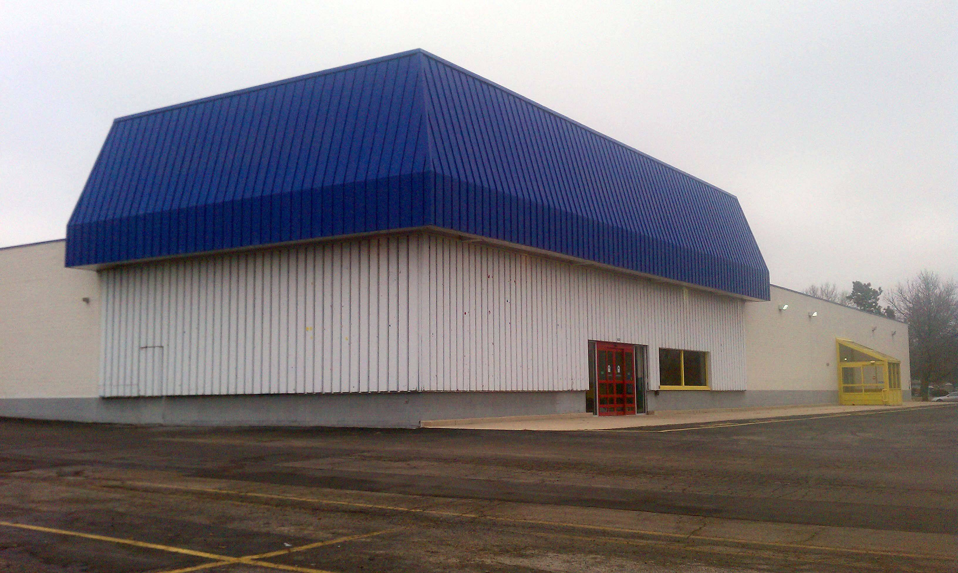 L.A. Fitness is going to start construction in April on a new gym in West Dundee that will be in the same spot as this building that housed a Toys R Us.